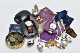 A COLLECTION OF ITEMS, to include a sterling silver salt spoon, hallmarked Birmingham 1925, a