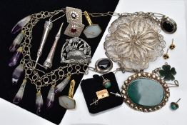 A QUANTITY OF WHITE METAL JEWELLERY, to include a large filigree floral brooch, stamped '980', a