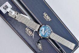 A HENRY LONDON QUARTZ CHRONOGRAPH WRISTWATCH, new condition, blue chronograph dial, date window at