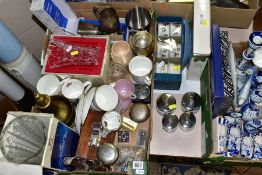 TWO BOXES AND LOOSE CERAMICS AND GLASS, ETC, to include six boxed Royal Worcester ramekins, two 11cm
