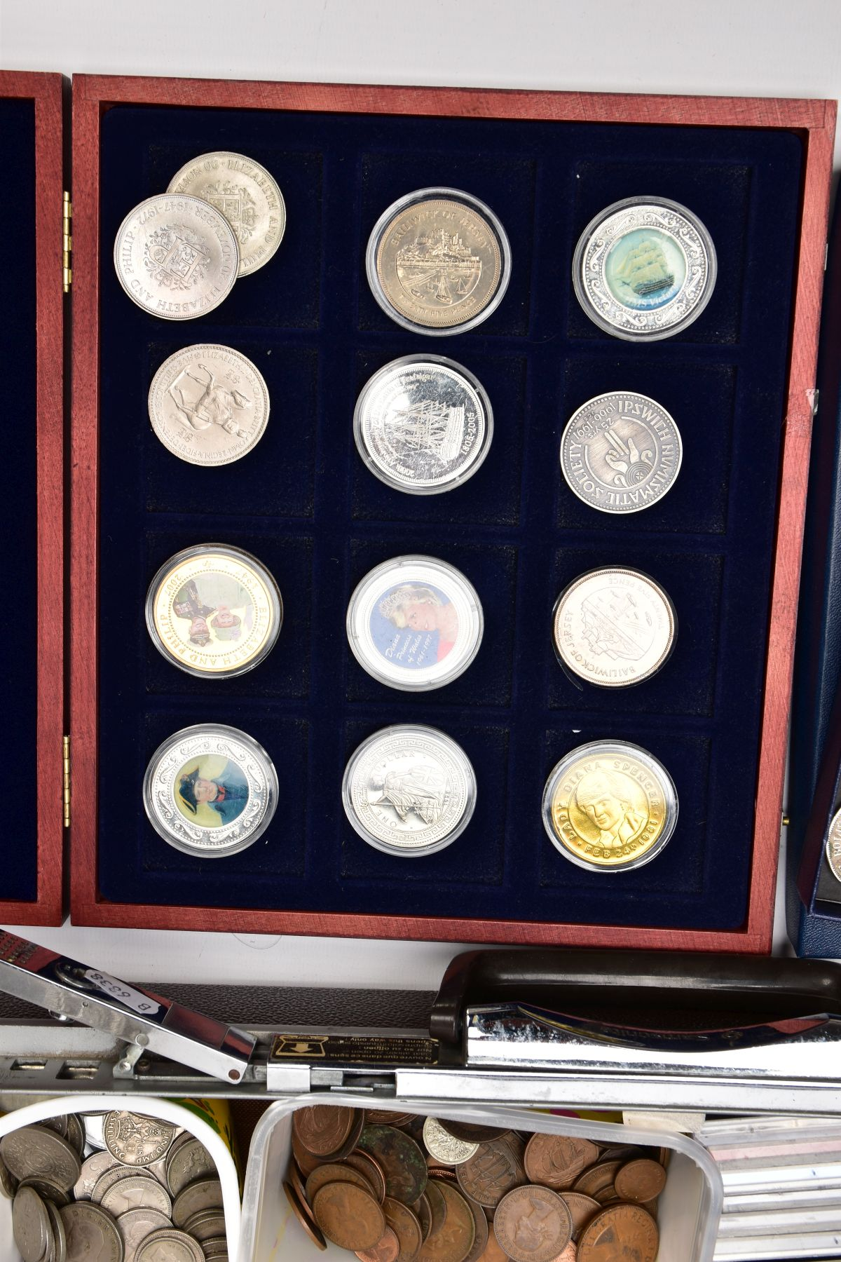 A SAMSONITE BRIEFCASE OF COINS AND COMMEMORATIVES, to include a Queen Elizabeth 50th Anniversary 9ct - Image 2 of 11