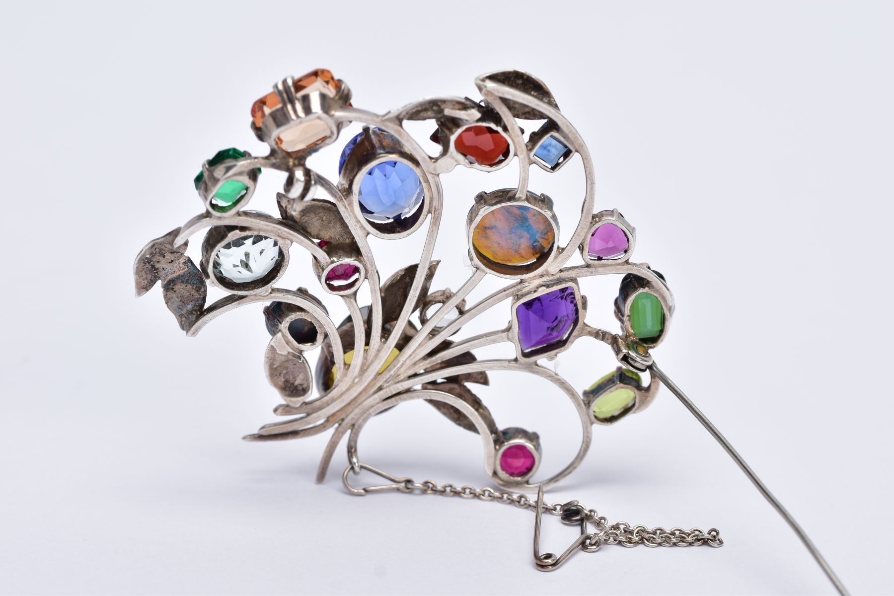 A WHITE METAL FLORAL SPRAY, GEM SET BROOCH, floral spray set with a variety of multi cut gemstones - Image 4 of 5