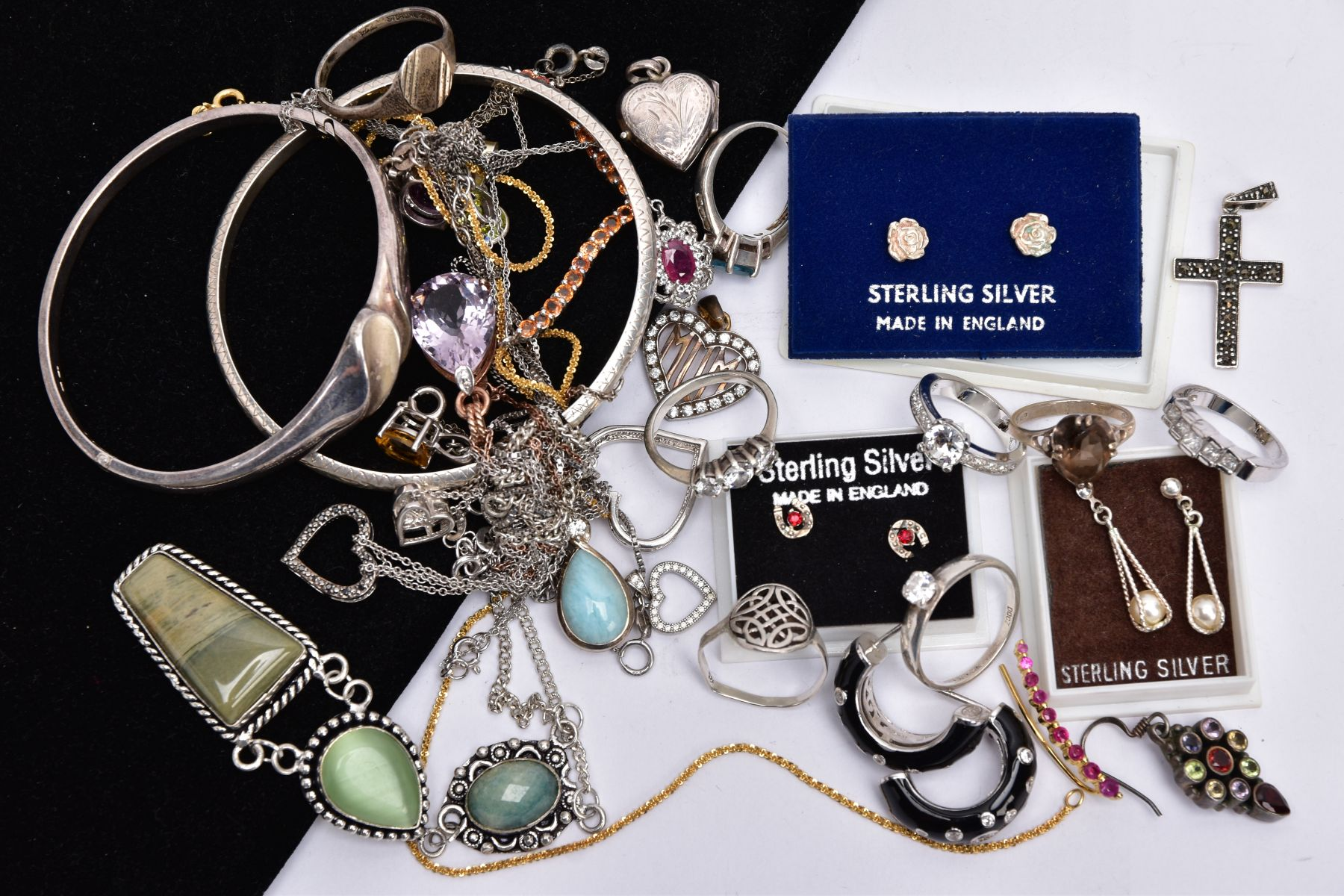 A BAG OF ASSORTED JEWELLERY, to include a silver ring set with an oval smokey quartz, bifurcated