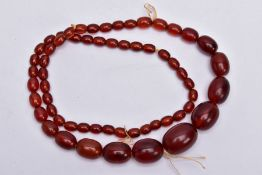 A CHERRY AMBER STYLE BAKERLITE BEADED NECKLACE, graduated beads, largest bead measuring 28.4mm x