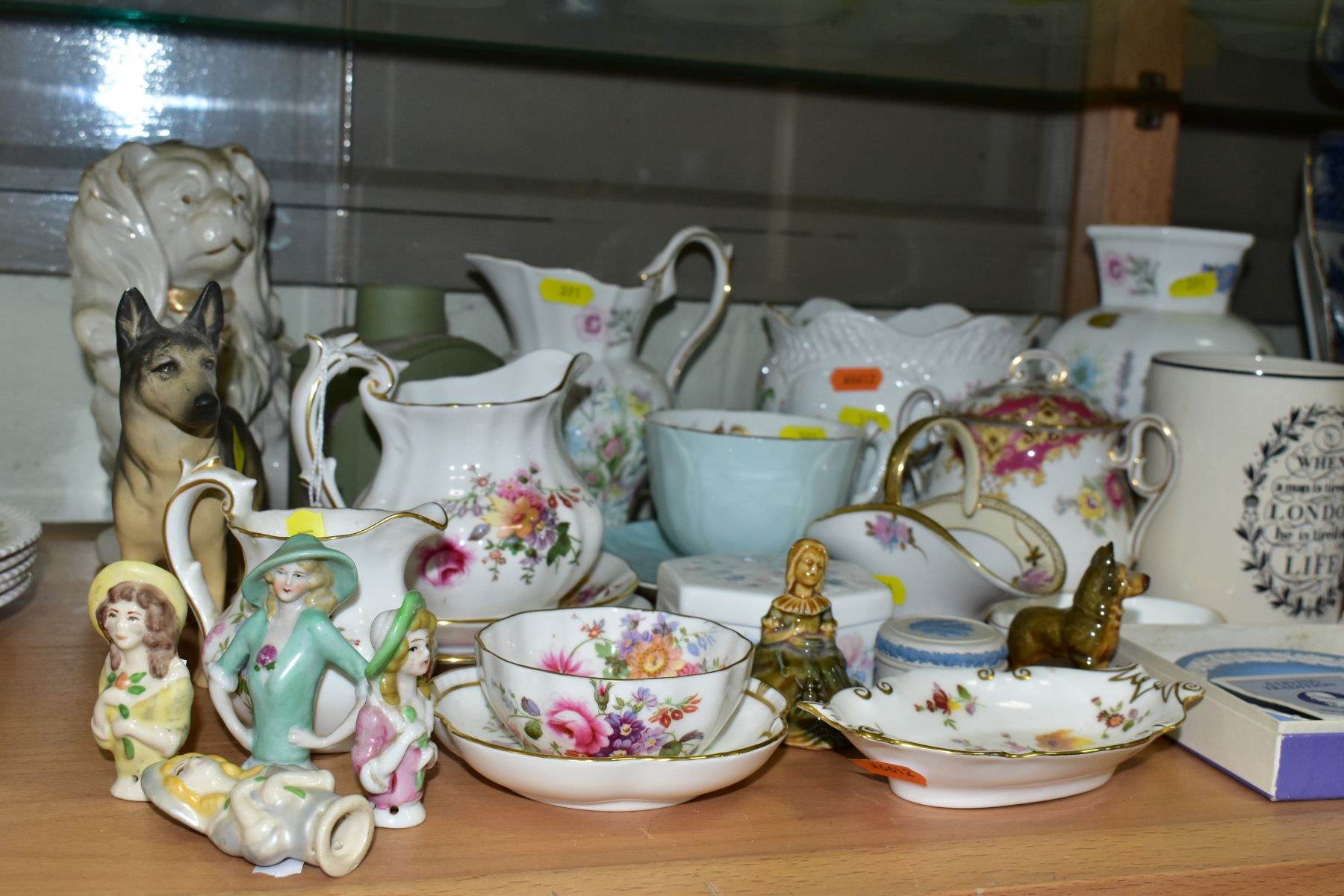 A GROUP OF ASSORTED WEDGWOOD, ROYAL CROWN DERBY, AYNSLEY, WADE, ETC, to include a Wedgwood 'The - Image 2 of 10