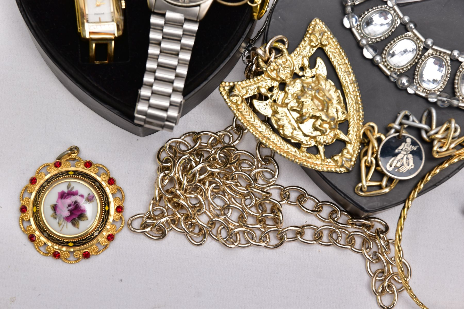 A BOX OF ASSORTED ITEMS, to include costume jewellery such as yellow and white metal necklaces, - Image 6 of 6