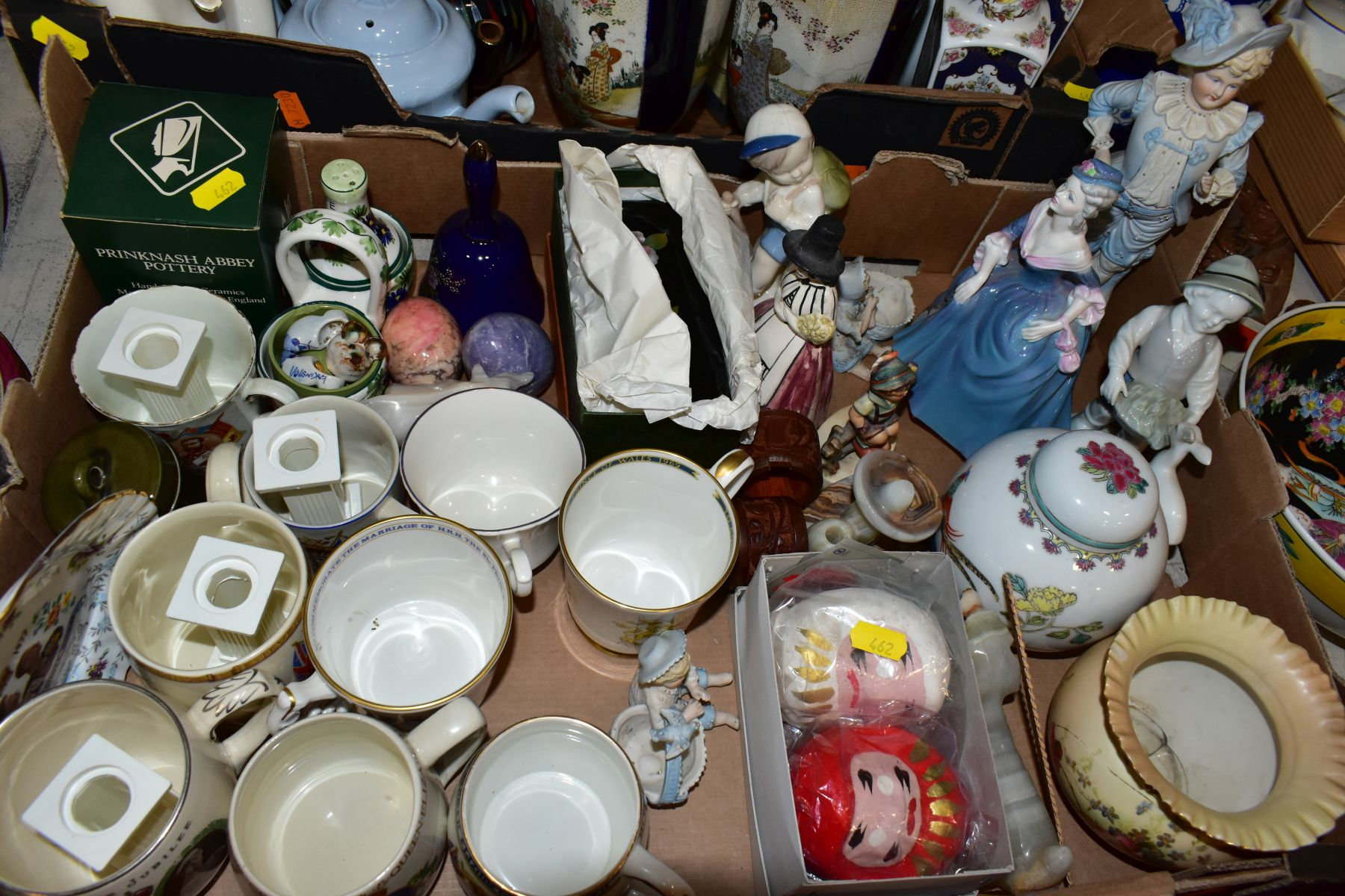 TWO BOXES AND LOOSE ORNAMENTS, VASES, ROYAL COMMEMORATIVES etc, to include Cauldon Ware Prunus - Image 5 of 8
