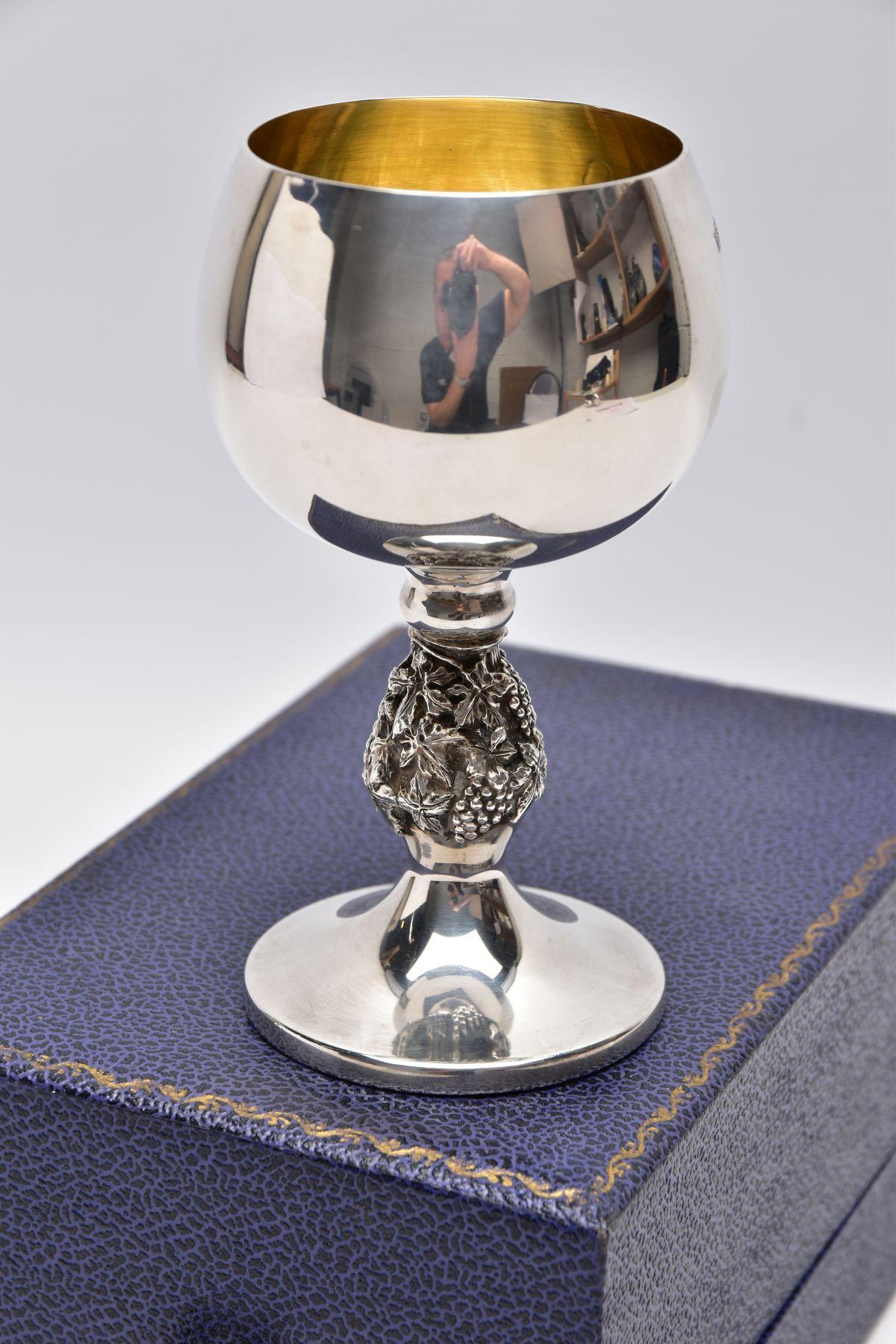 A CASED SILVER GOBLET, detailed grape vine stem, gilt interior hallmarked 'Barrowclift - Image 2 of 5