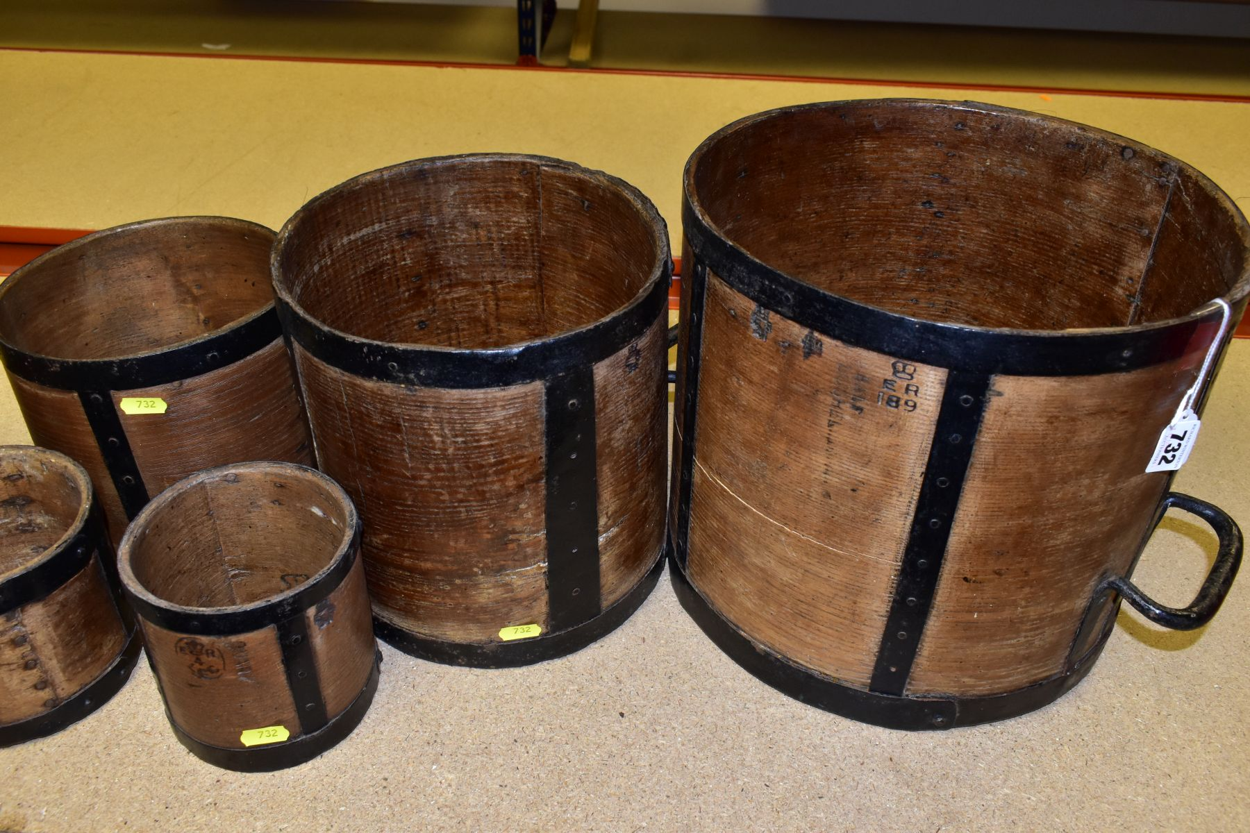 SIX BENTWOOD CORN MEASURES WITH IRON BANDING, sizes are half bushell, peck, gallon (x2) and quart ( - Image 5 of 6