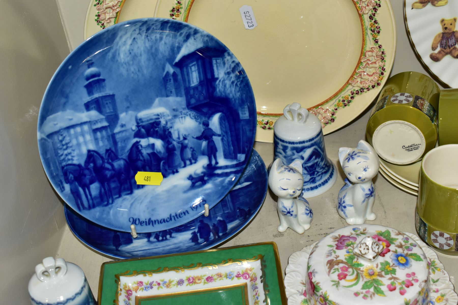 TWO BOXES OF CERAMICS AND SUNDRY ITEMS etc to include three Carlton Ware 2710 tapestry and daisy - Image 7 of 18
