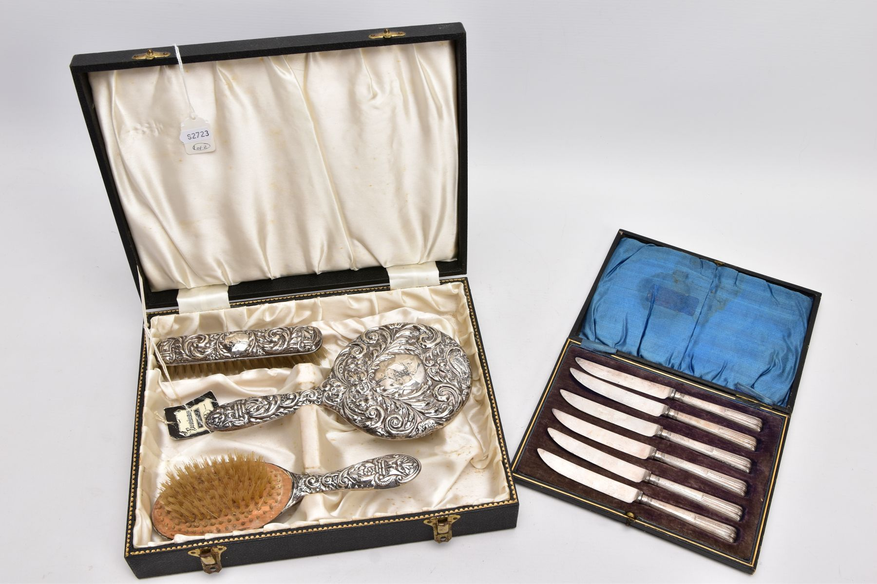A CASED THREE PIECE SILVER VANITY SET AND A CASED SILVER HANDLED KNIFE SET, the black vanity case