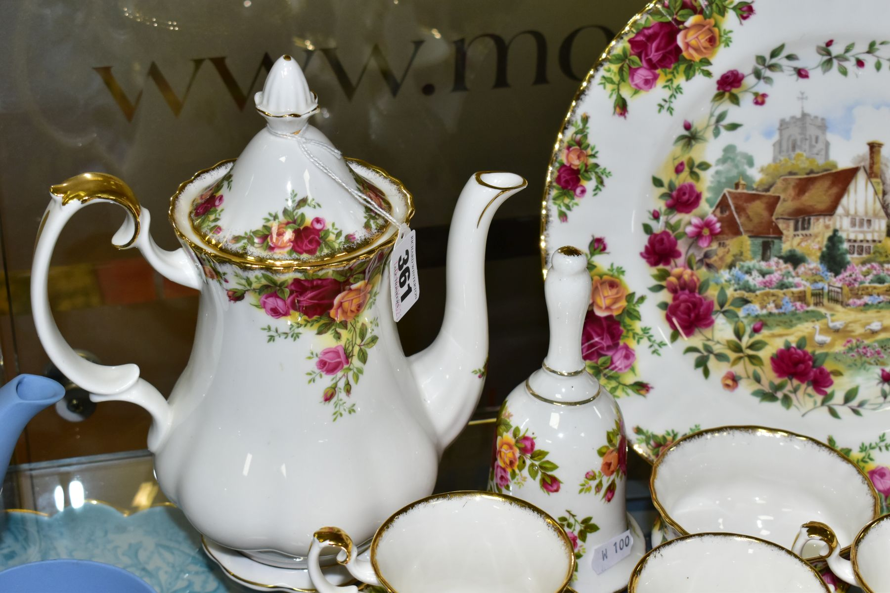 A ROYAL ALBERT OLD COUNTRY ROSES FIFTEEN PIECE COFFEE SERVICE, comprising coffee pot and cover, - Image 2 of 6
