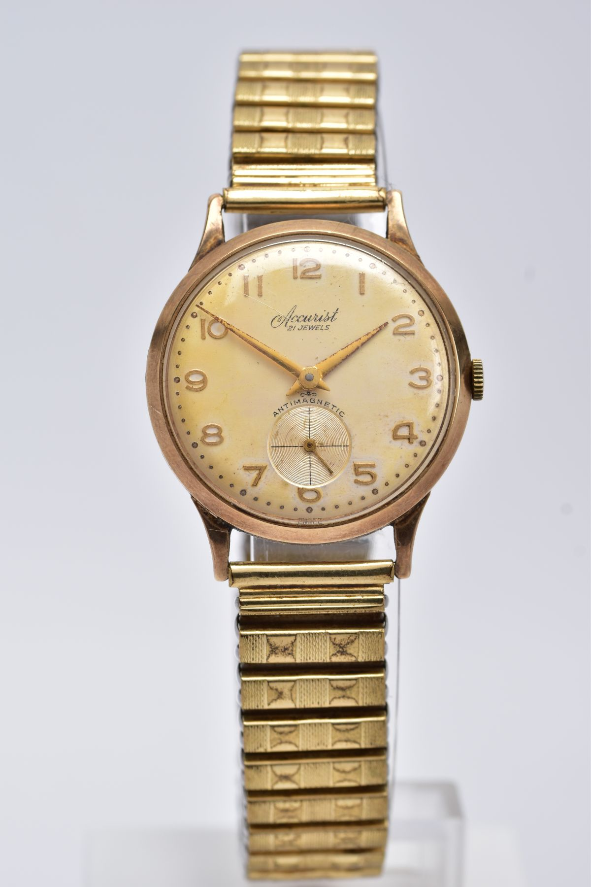 A GENTS 9CT GOLD 'ACCURIST' WRISTWATCH, hand wound movement, discoloured silver dial signed '