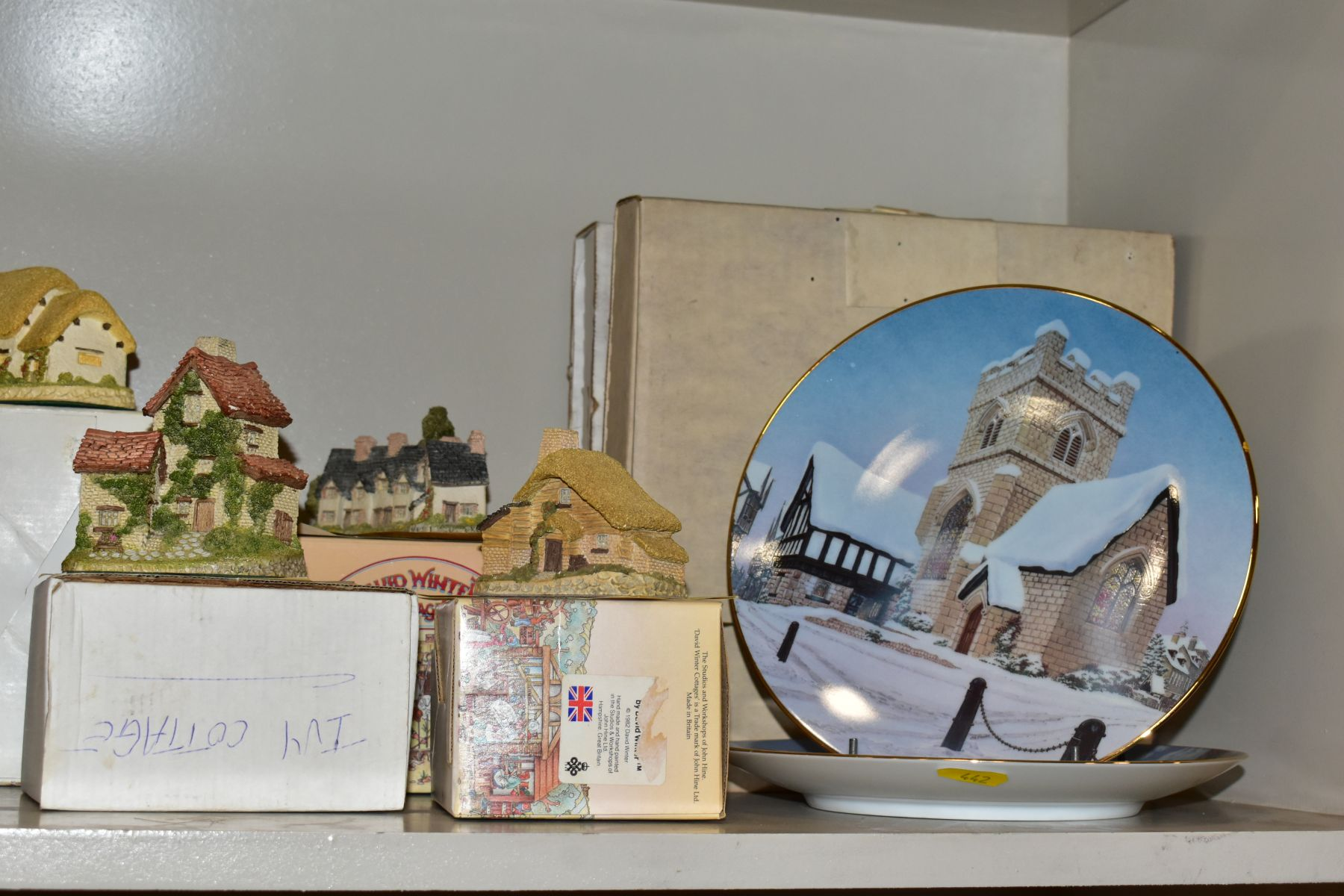 EIGHTEEN DAVID WINTER SCULPTURES AND TWO BOXED CABINET PLATES, mostly boxed and deeds except where - Image 11 of 12