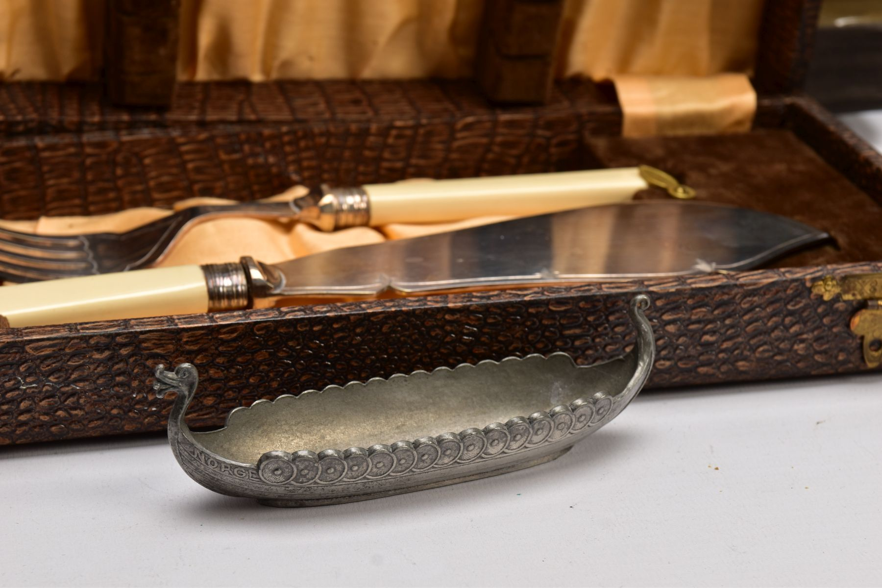 A BOX OF ASSORTED METALWARE, to include three cased set of knives,, a cased set of six EPNS coffee - Image 4 of 7