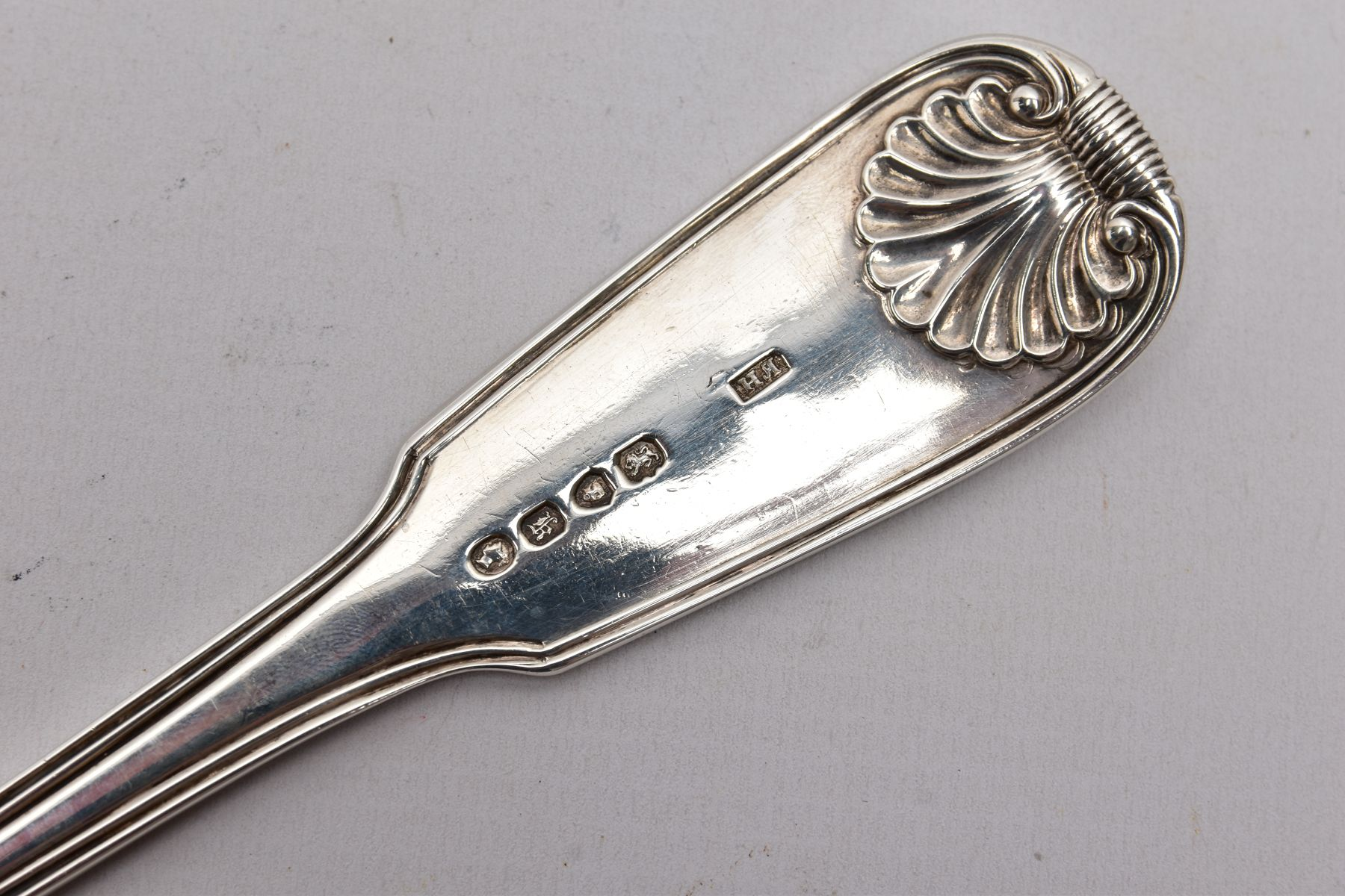 AN EARLY VICTORIAN LARGE SILVER SERVING SPOON, kings pattern design with a reeded rim, engraved - Image 4 of 4