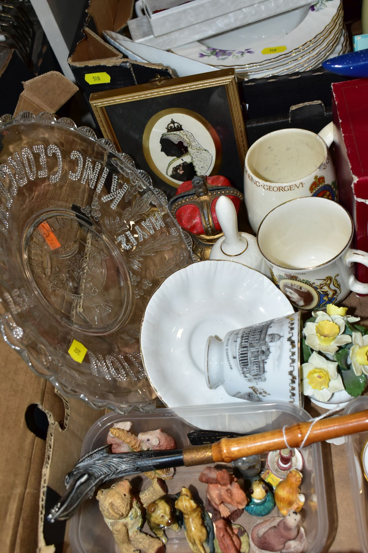 TWO BOXES OF CERAMICS AND SUNDRY ITEMS, ETC, to include Mayfair bone china part dinner service, - Image 7 of 10
