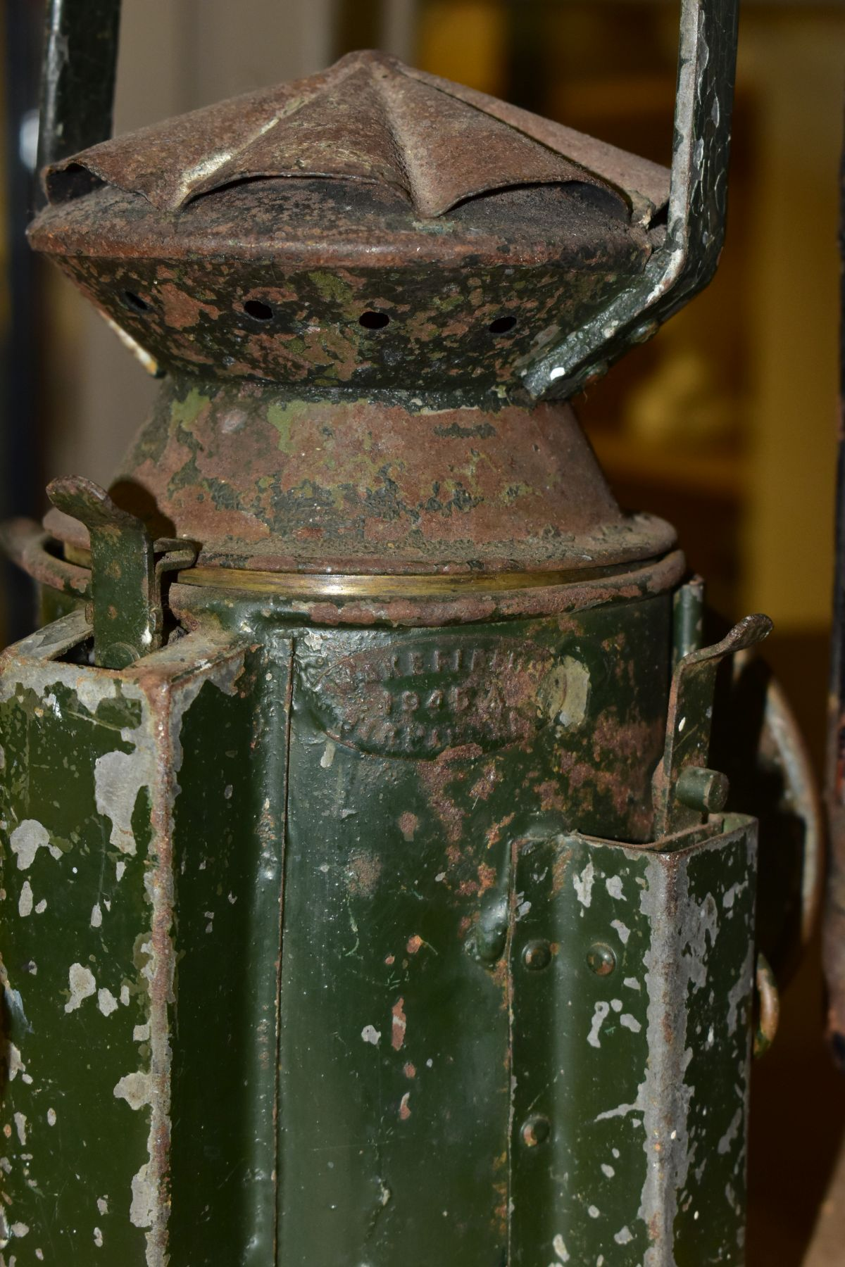 AN ADLAKE NO. 55 RAILWAY LAMP, black painted body with clear bulls eye lens, complete with lift - Image 6 of 8