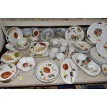 A QUANTITY OF ROYAL WORCESTER 'WILD HARVEST', 'EVESHAM' AND OTHER PATTERNS OVEN TO TABLE WARE,