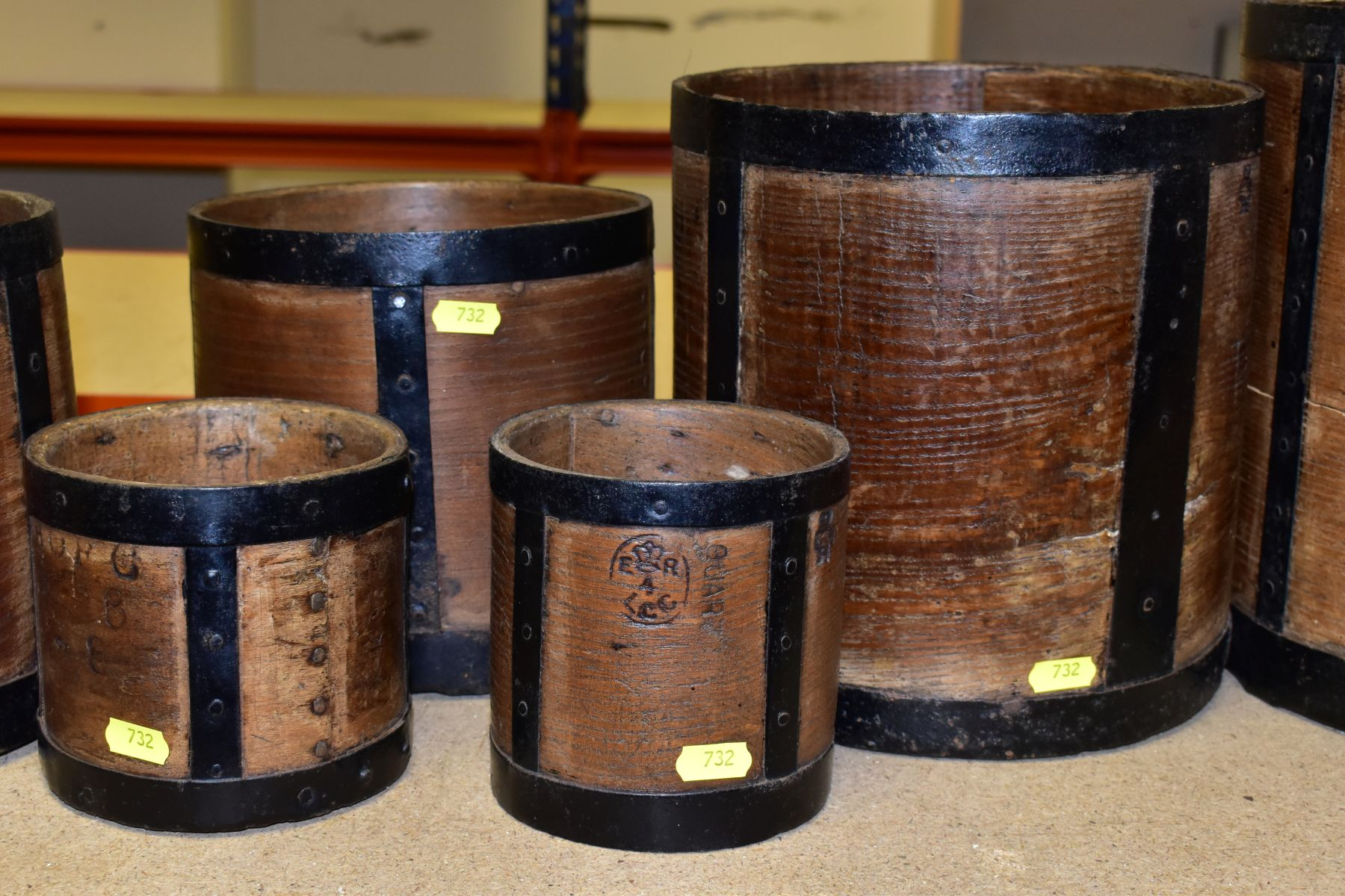 SIX BENTWOOD CORN MEASURES WITH IRON BANDING, sizes are half bushell, peck, gallon (x2) and quart ( - Image 3 of 6