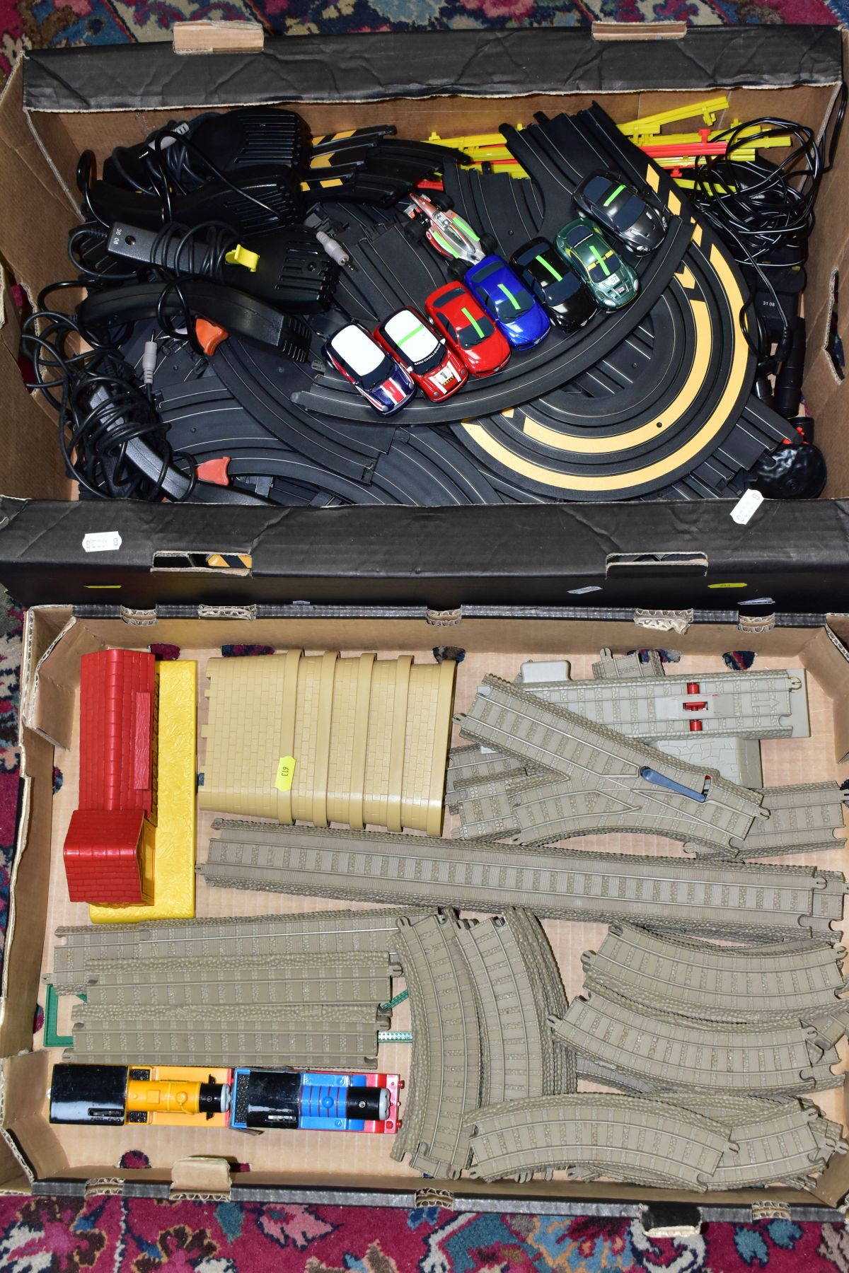 A QUANTITY OF UNBOXED AND ASSORTED HORNBY MICRO SCALEXTRIC, to include assorted cars, track,