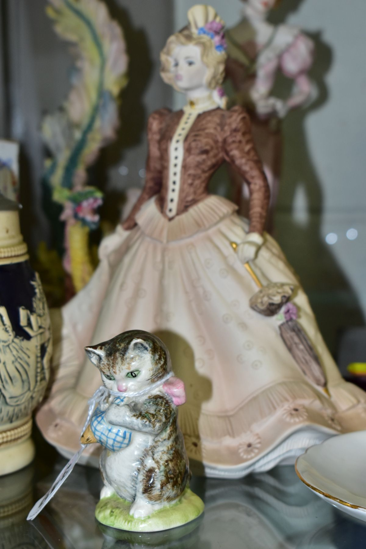 A SMALL GROUP OF FIGURAL ORNAMENTS AND OTHER CERAMICS, including a Beswick Beatrix Potter's 'Miss - Image 6 of 8