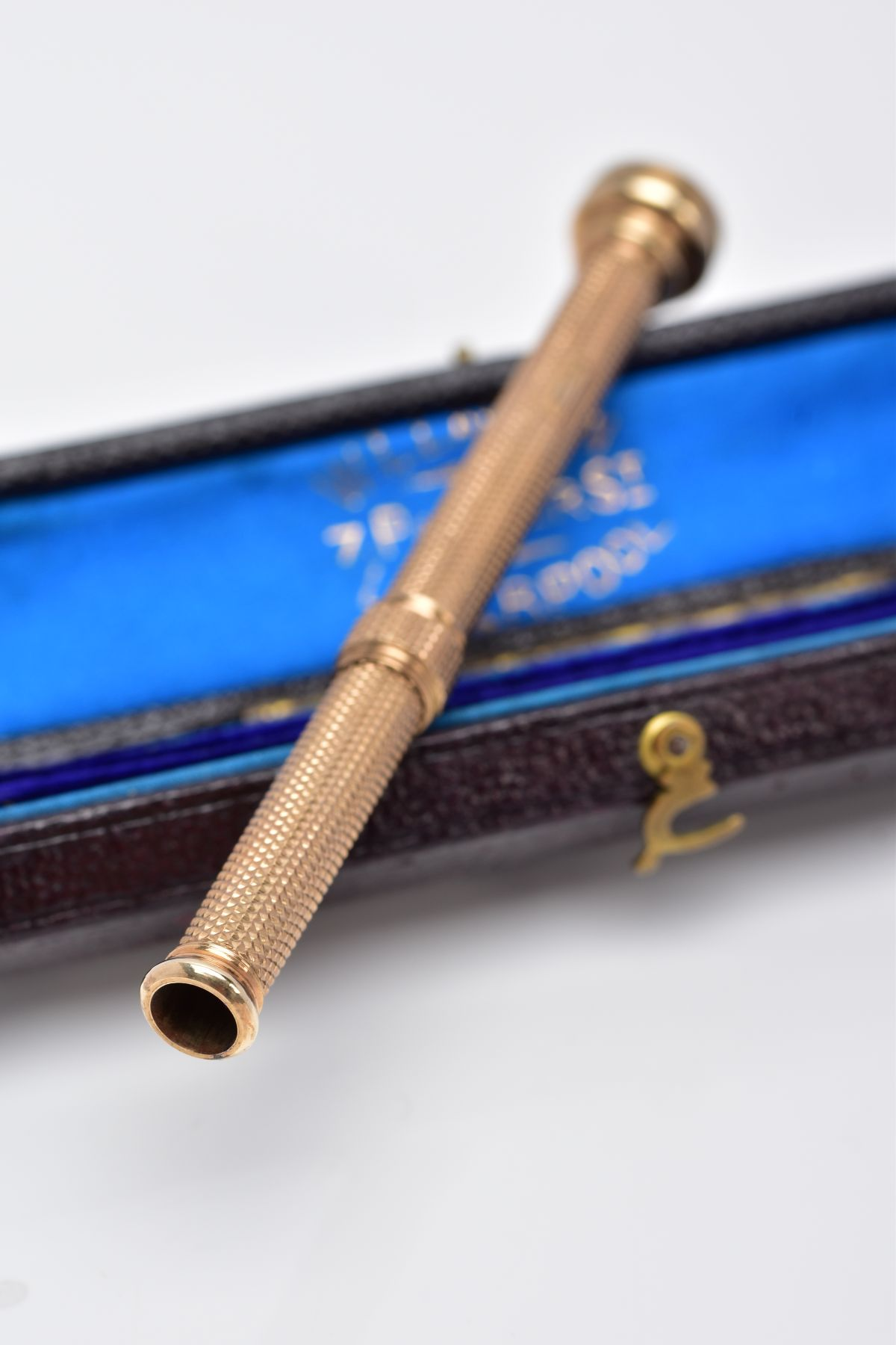 A YELLOW METAL PROPELLING PENCIL, engine turn design, set with a bloodstone terminal, approximate - Image 3 of 5