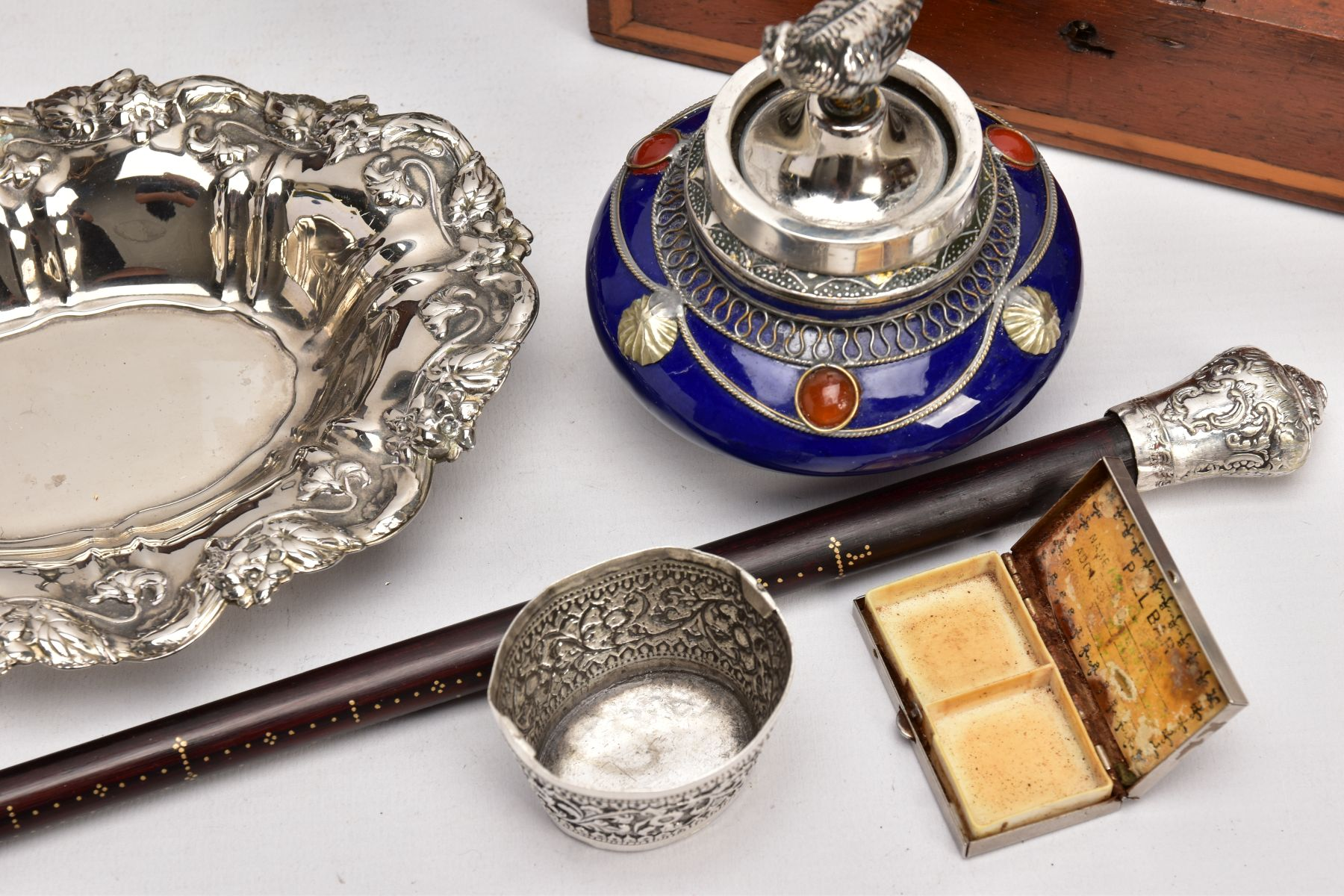A BOX OF SILVER PLATE, COLLECTABLES AND OTHER METALWARES, including a small Indian white metal - Image 16 of 17
