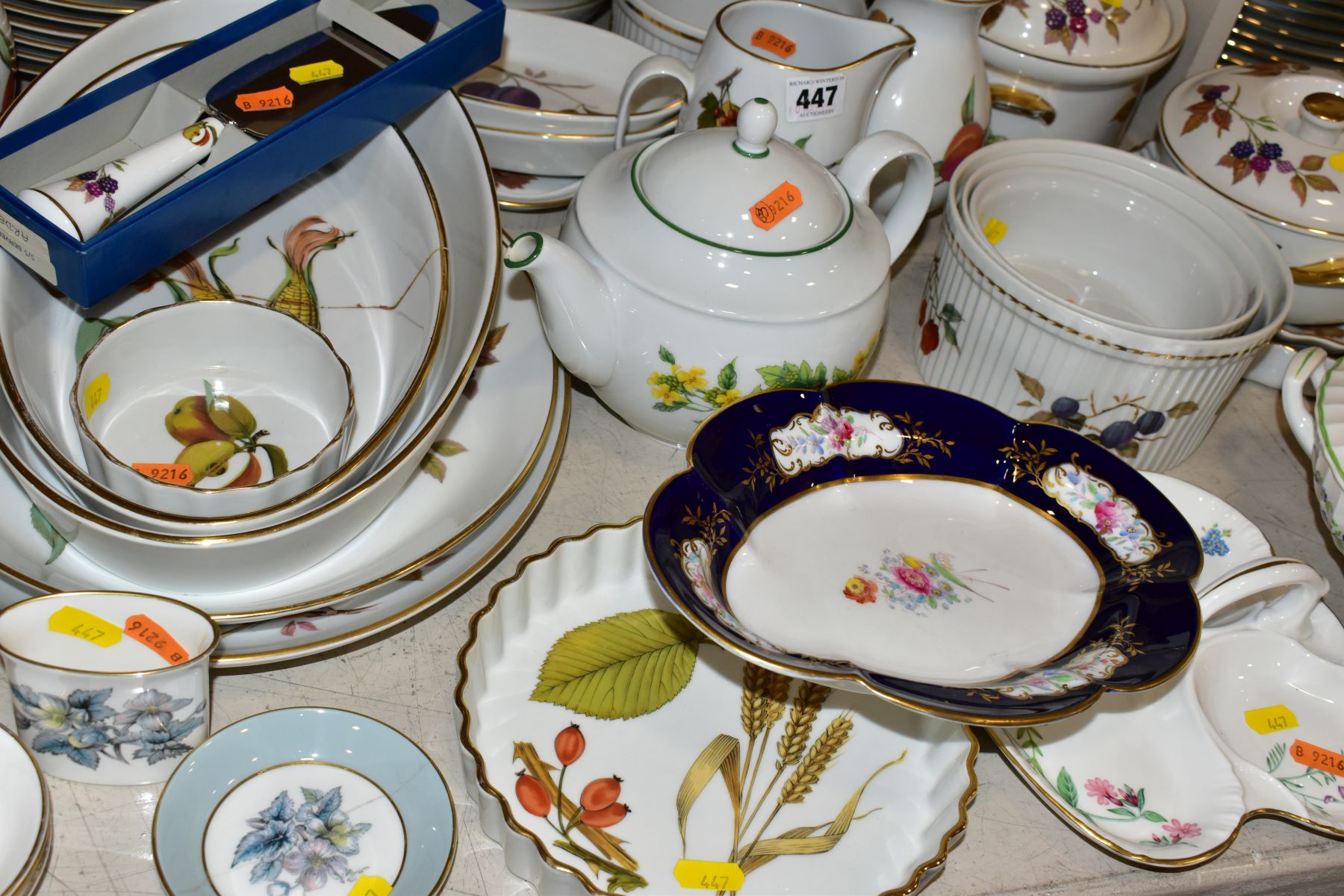 A QUATITY OF ROYAL WORCESTER 'EVESHAM' TABLEWARES, to include tureens, souffle dishes, meat - Image 8 of 9