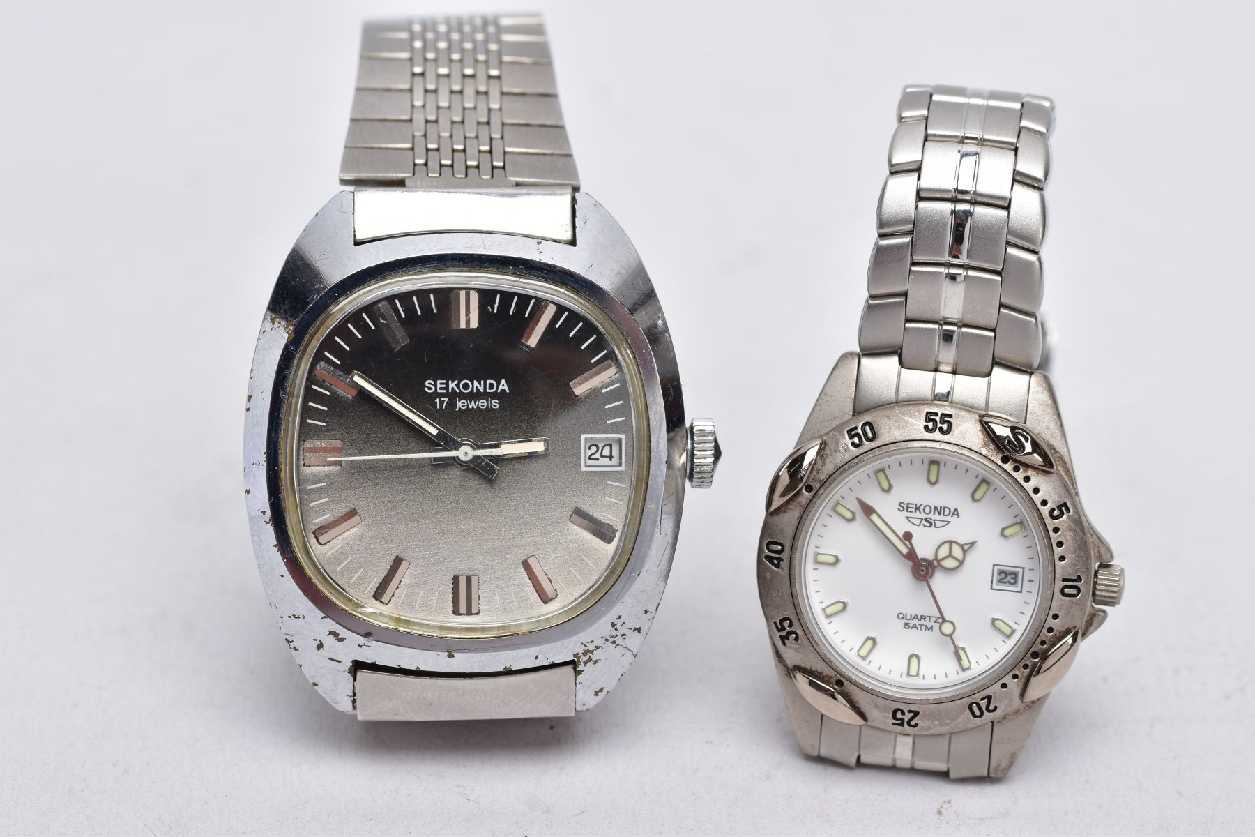 A LADIES AND A GENTS 'SEKONDA' WRISTWATCH, gents hand wound watch with a cushion shaped ombre silver - Image 2 of 4