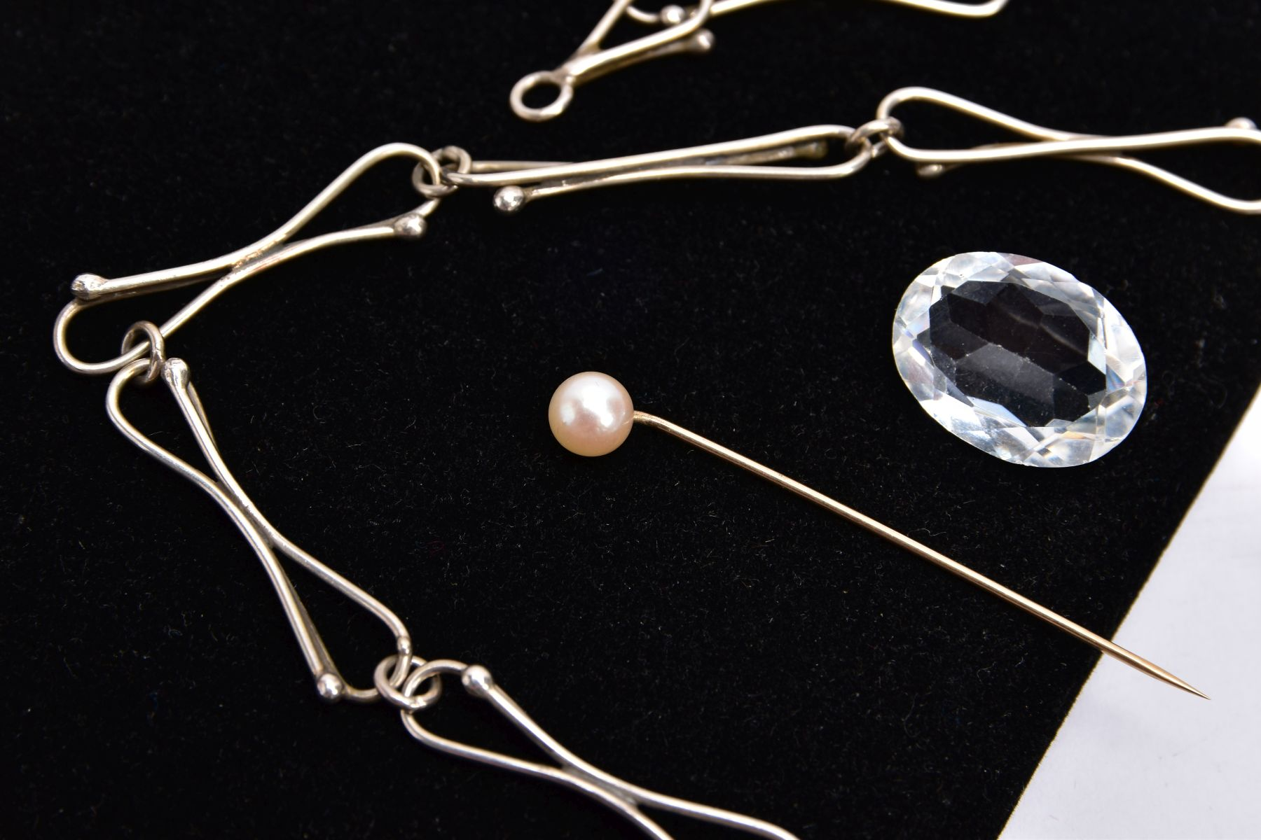 A SILVER AMBER NECKLACE, SILVER CUFFLINKS, STICK PIN, CUFFLINKS, ETC, the silver necklet designed - Image 3 of 5