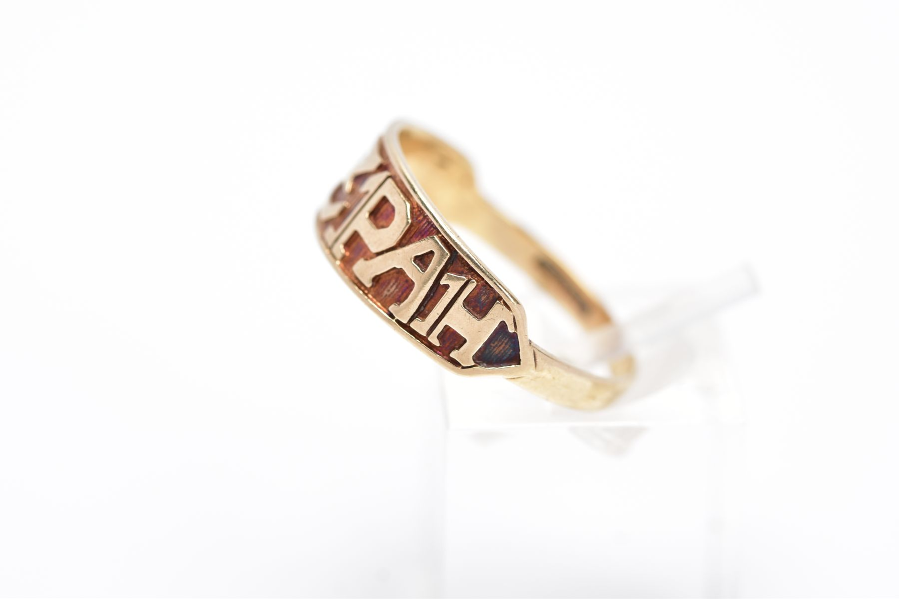 A 9CT GOLD 'MIZPAH' RING, inscribed 'Mizpah' band, with a textured background, hallmarked 9ct gold - Image 2 of 4