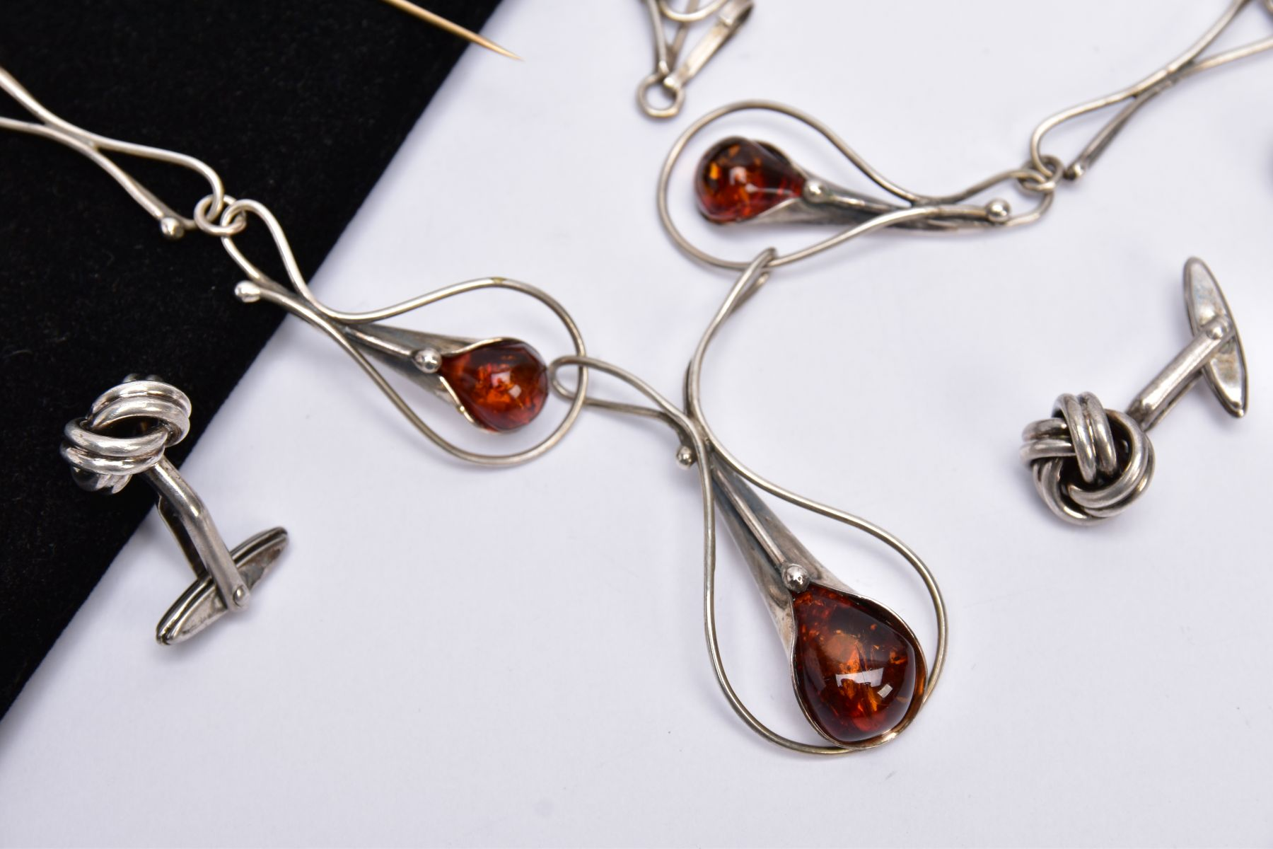A SILVER AMBER NECKLACE, SILVER CUFFLINKS, STICK PIN, CUFFLINKS, ETC, the silver necklet designed - Image 2 of 5