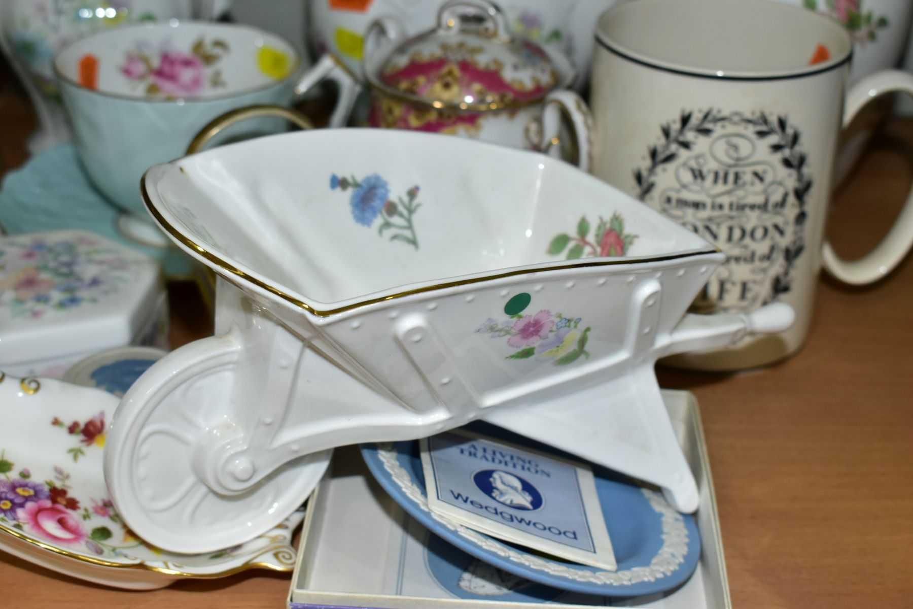 A GROUP OF ASSORTED WEDGWOOD, ROYAL CROWN DERBY, AYNSLEY, WADE, ETC, to include a Wedgwood 'The - Image 10 of 10