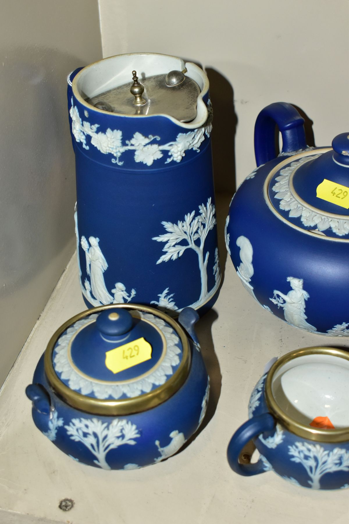 A GROUP OF ASSORTED ITEMS, including Wedgwood jasperware tea pot (lid has chips), hot water jug, - Image 6 of 18