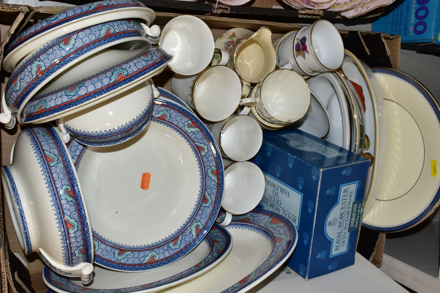 TWO BOXES OF WEDGWOOD ROYAL WORCESTER, ROYAL ALBERT AND TUSCAN CHINA TEA AND DINNER WARES, including - Image 3 of 10