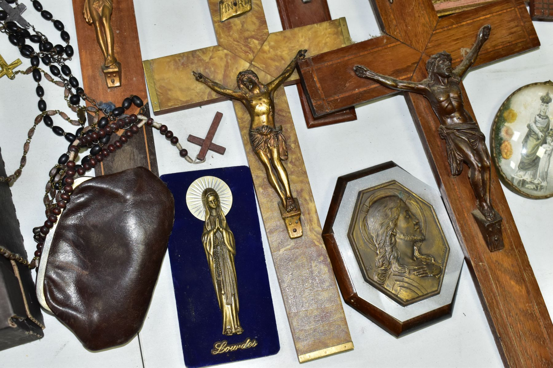 A BOX OF VARIOUS CRUCIFIXES, some metal, mostly resin, mostly wall hangings, tallest height 36cm, - Image 3 of 5