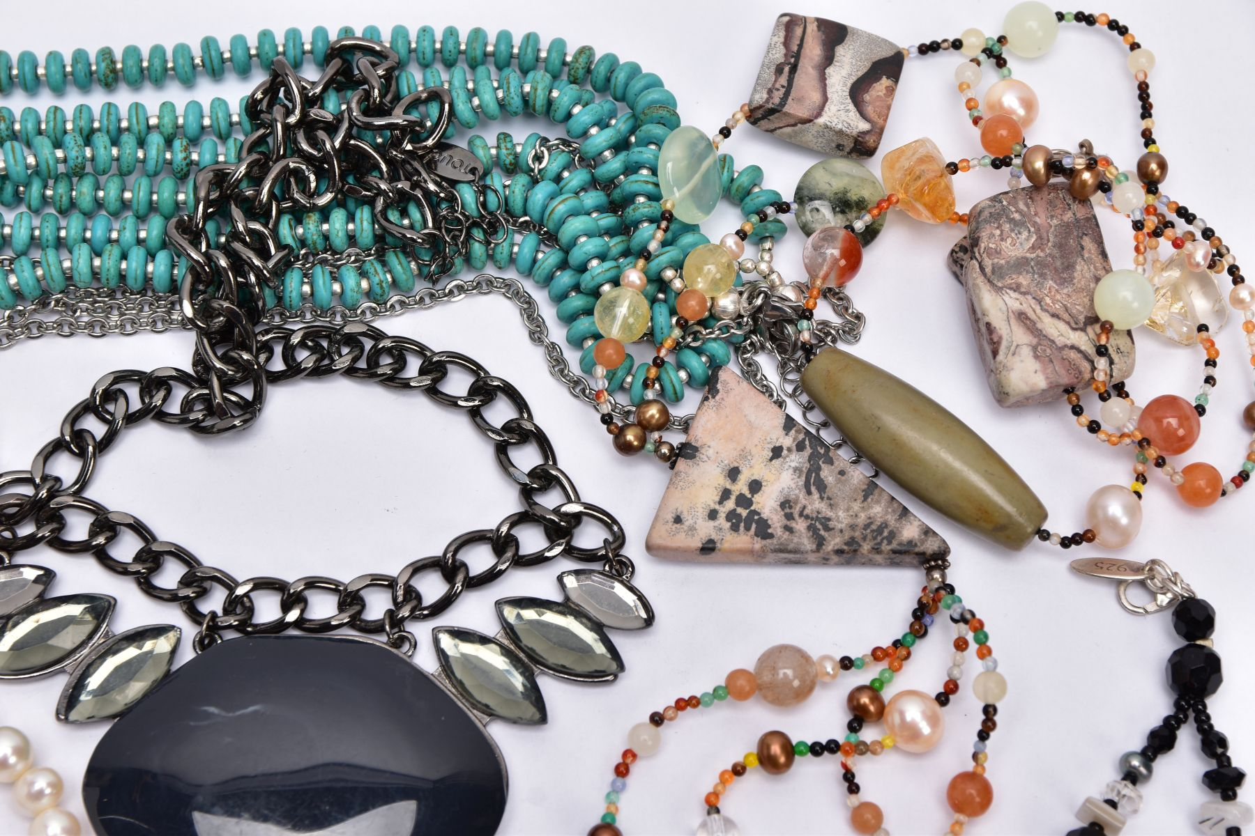 A BAG OF ASSORTED COSTUME JEWELLERY, to include a rose gold tone necklet set with cubic zirconia - Image 3 of 5