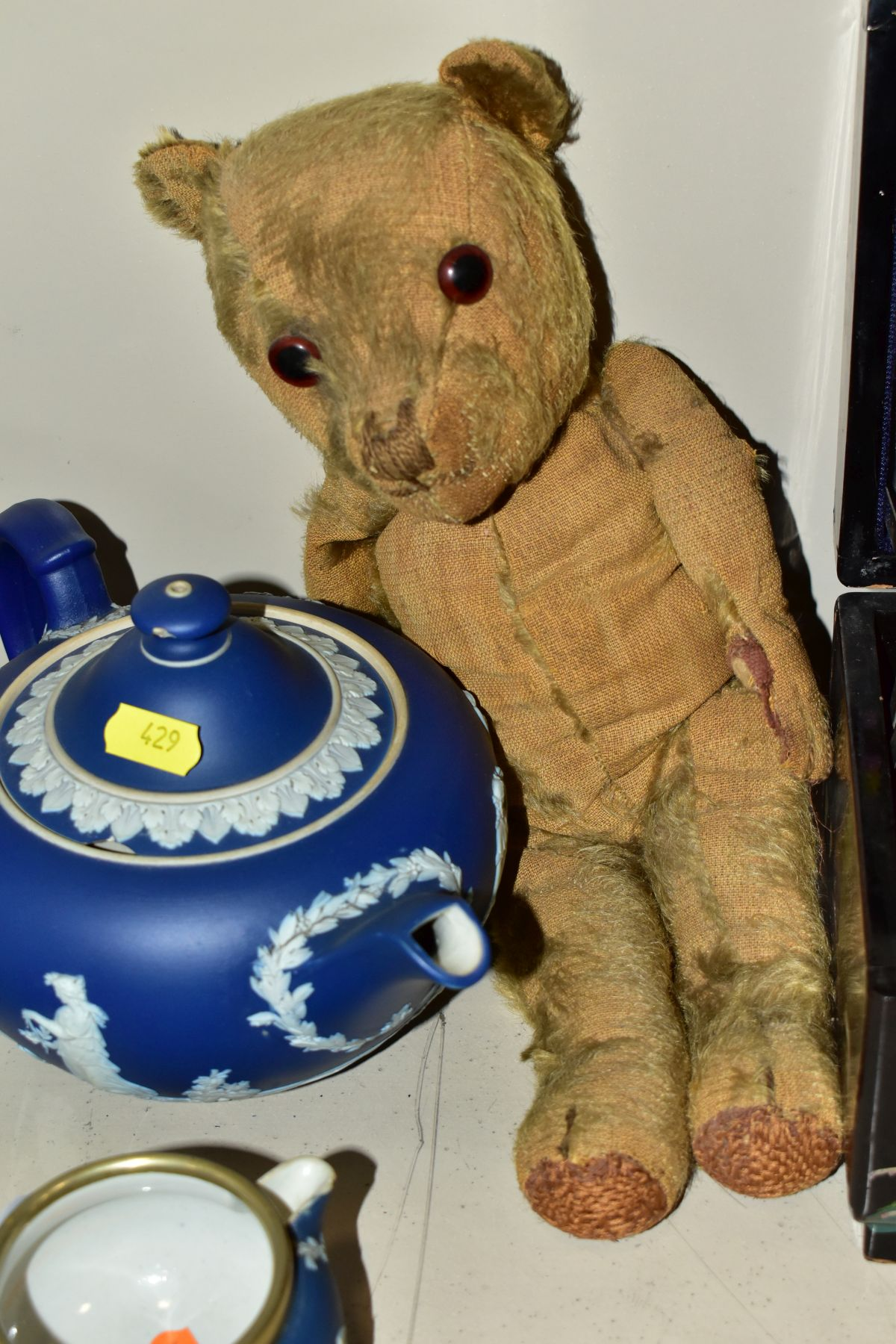 A GROUP OF ASSORTED ITEMS, including Wedgwood jasperware tea pot (lid has chips), hot water jug, - Image 5 of 18