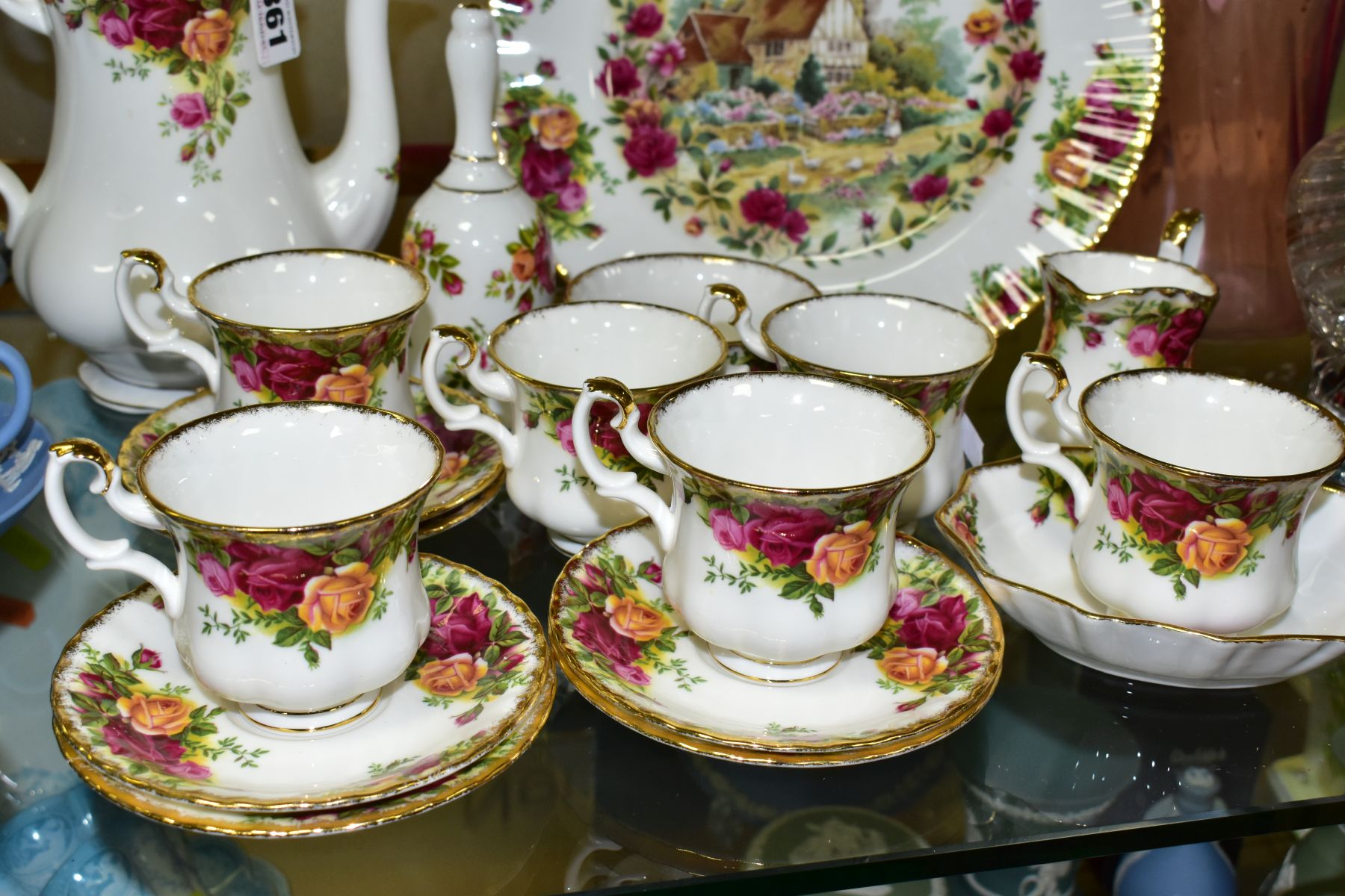 A ROYAL ALBERT OLD COUNTRY ROSES FIFTEEN PIECE COFFEE SERVICE, comprising coffee pot and cover, - Image 4 of 6