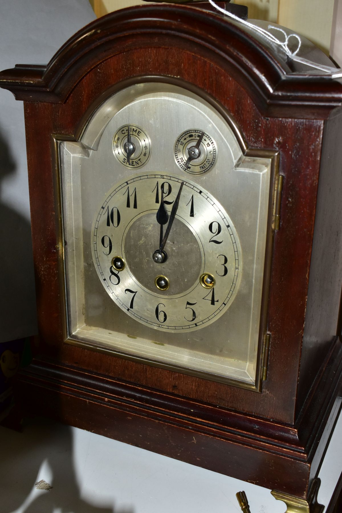 AN EARLY 2OTH CENTURY MAHOGANY STAINED GEORGE III STYLE BRACKET CLOCK, silvered dial with Arabic - Image 2 of 5