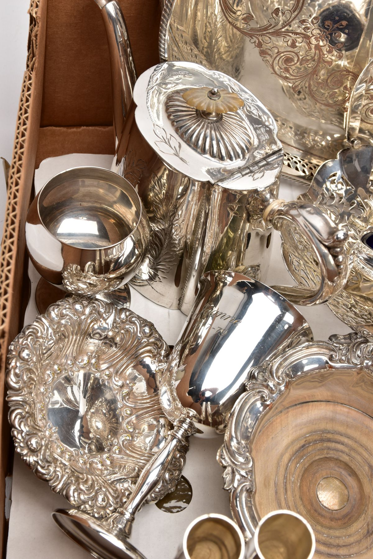 A BOX CONTAINING A QUANTITY OF SILVER PLATED ITEMS, to include a teapot and coffeepot with stand, - Image 3 of 7