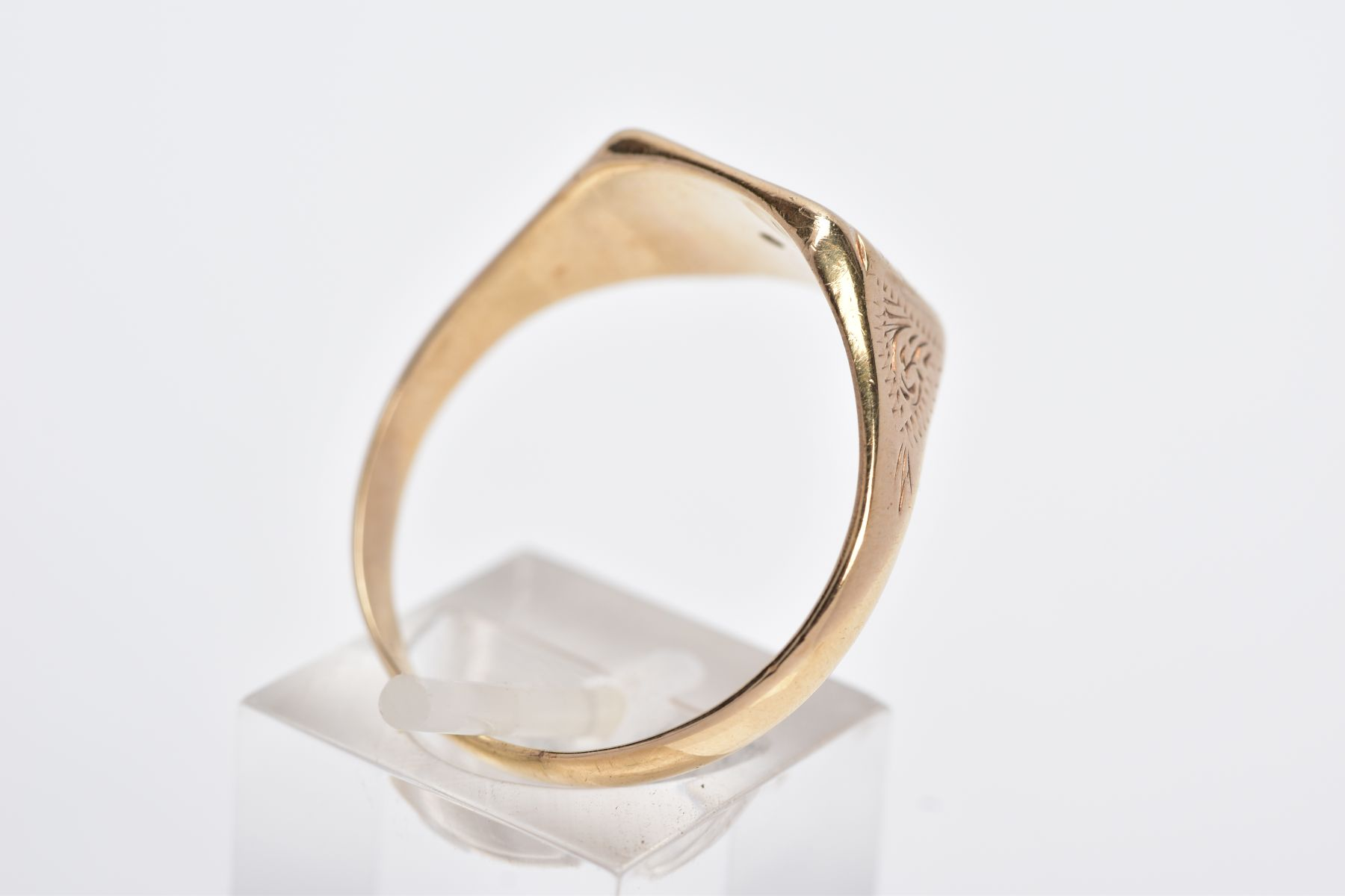 A GENTS 9CT GOLD DIAMOND SET SIGNET RING, of a square form, with a central star set single cut - Image 3 of 3