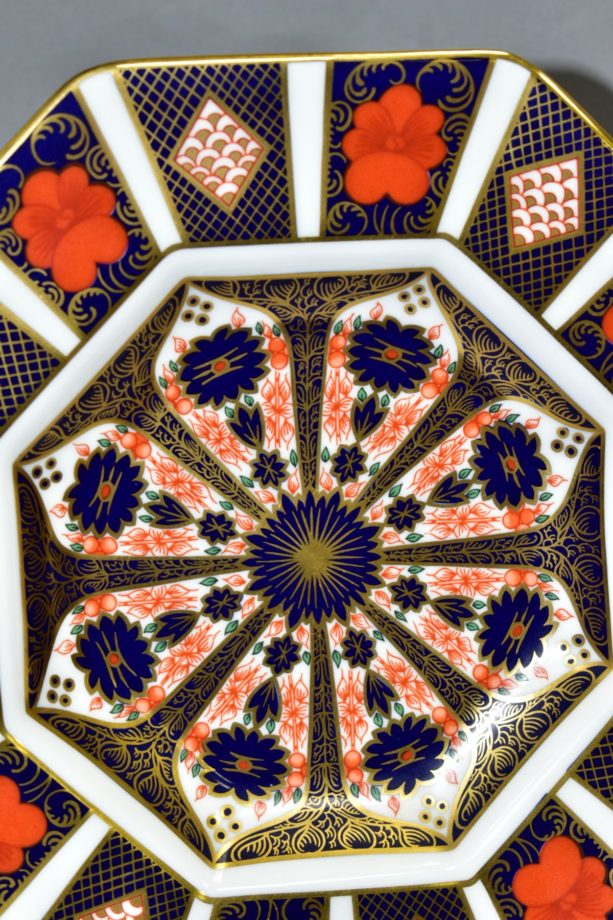 A ROYAL CROWN DERBY IMARI OCTAGONAL PLATE, '1128' pattern, diameter (widest) 24cm (Condition:- - Image 2 of 4