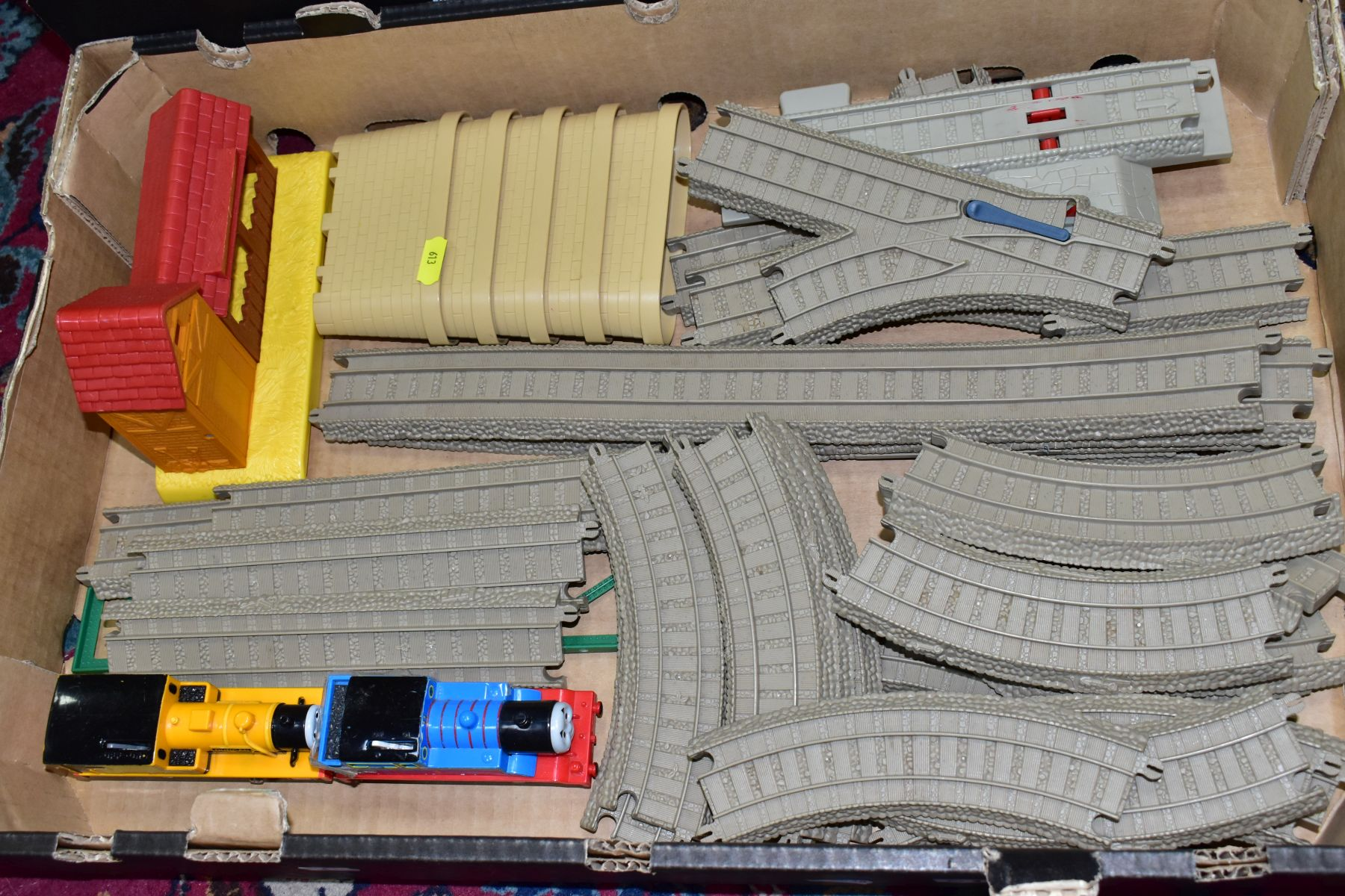 A QUANTITY OF UNBOXED AND ASSORTED HORNBY MICRO SCALEXTRIC, to include assorted cars, track, - Image 2 of 5