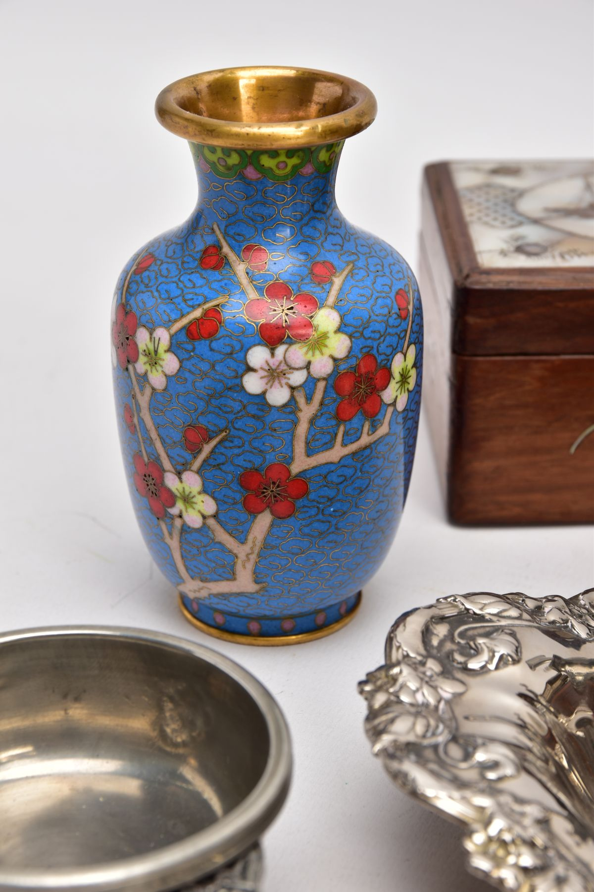 A BOX OF SILVER PLATE, COLLECTABLES AND OTHER METALWARES, including a small Indian white metal - Image 6 of 17