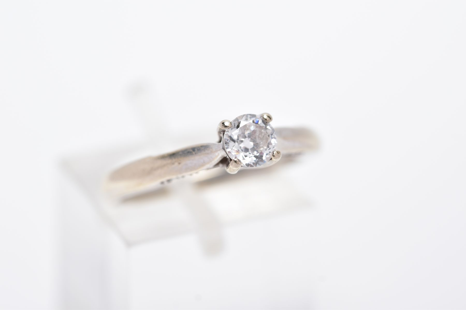 AN 18CT WHITE GOLD DIAMOND RING, designed with a central claw set, round brilliant cut diamond, - Image 4 of 4