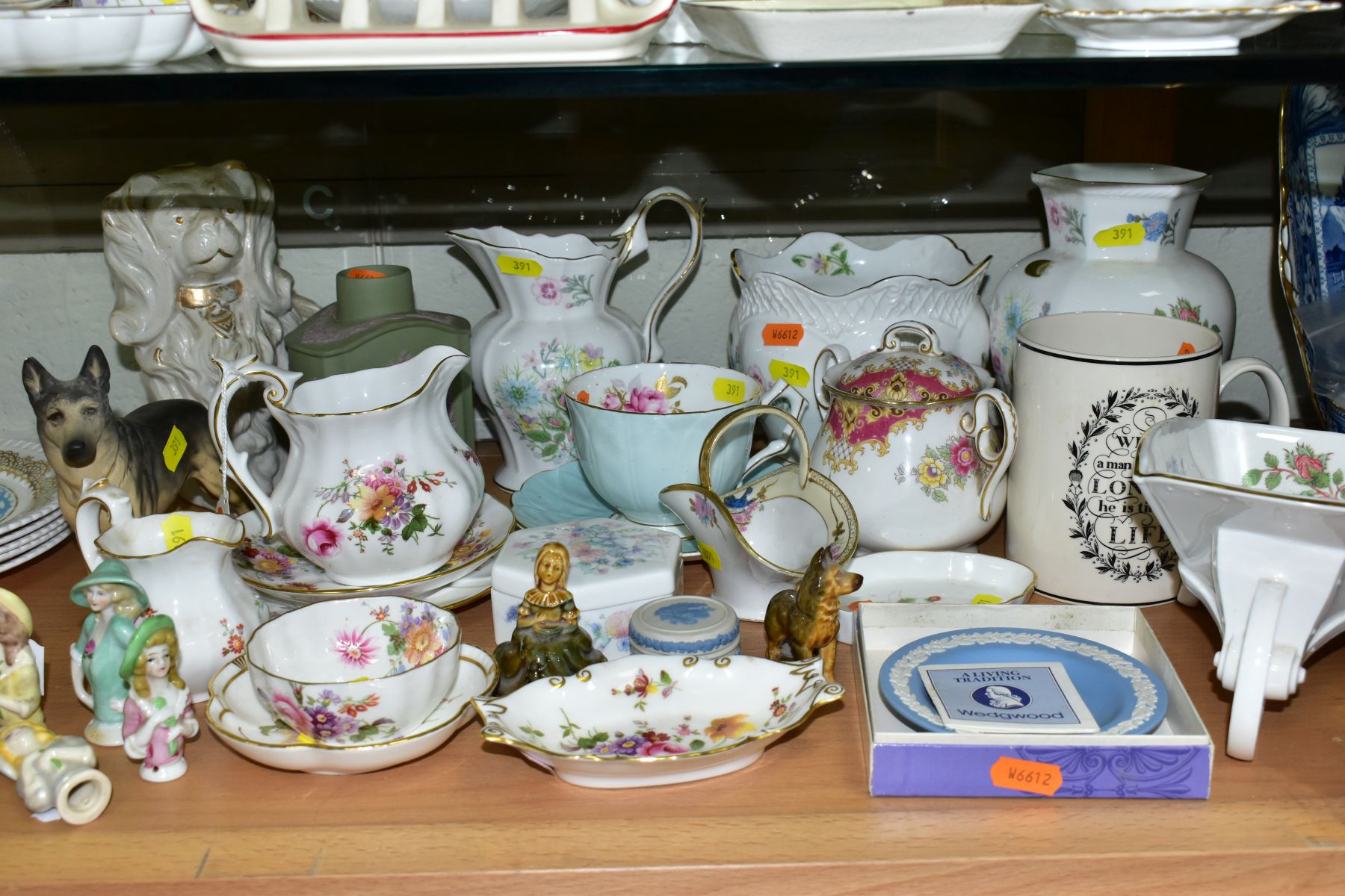 A GROUP OF ASSORTED WEDGWOOD, ROYAL CROWN DERBY, AYNSLEY, WADE, ETC, to include a Wedgwood 'The