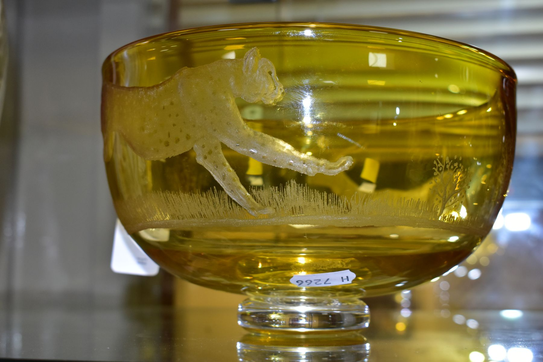 AN ENGLISH ANTIQUE GLASS FOOTED AMBER BOWL, with etched detail of Gazelle being chased by Cheetah, - Image 6 of 8