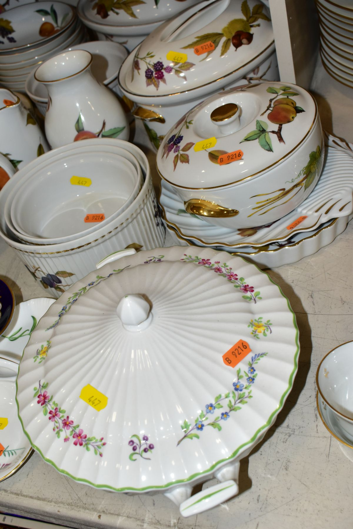 A QUATITY OF ROYAL WORCESTER 'EVESHAM' TABLEWARES, to include tureens, souffle dishes, meat - Image 2 of 9